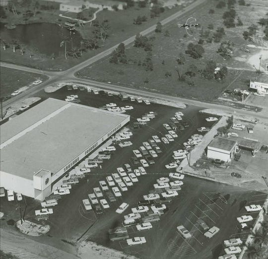 Aerial view of finished building of current location of Wynn's Market and Sunshine Hardware on U.S. 41 in 1964.