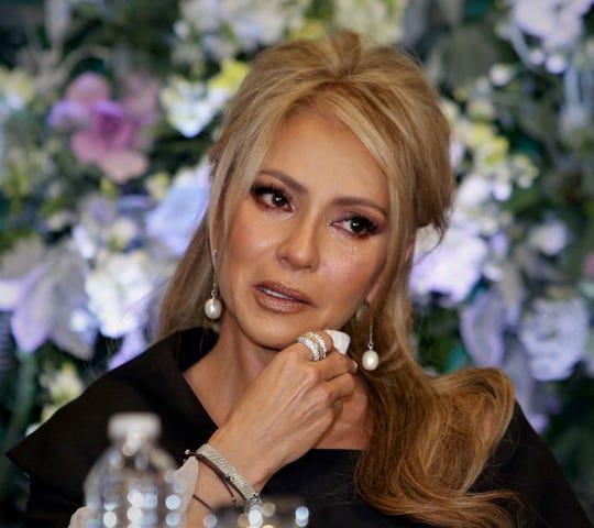 Daniela Castro rompió en llanto al recordar la situación por la que atravesó.