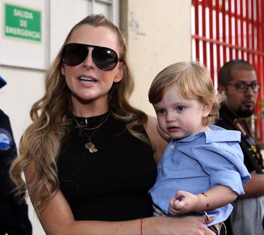 Julián Gil y Marjorie de Sousa (foto), siguen en pleitos legales, por su pequeño hijo.