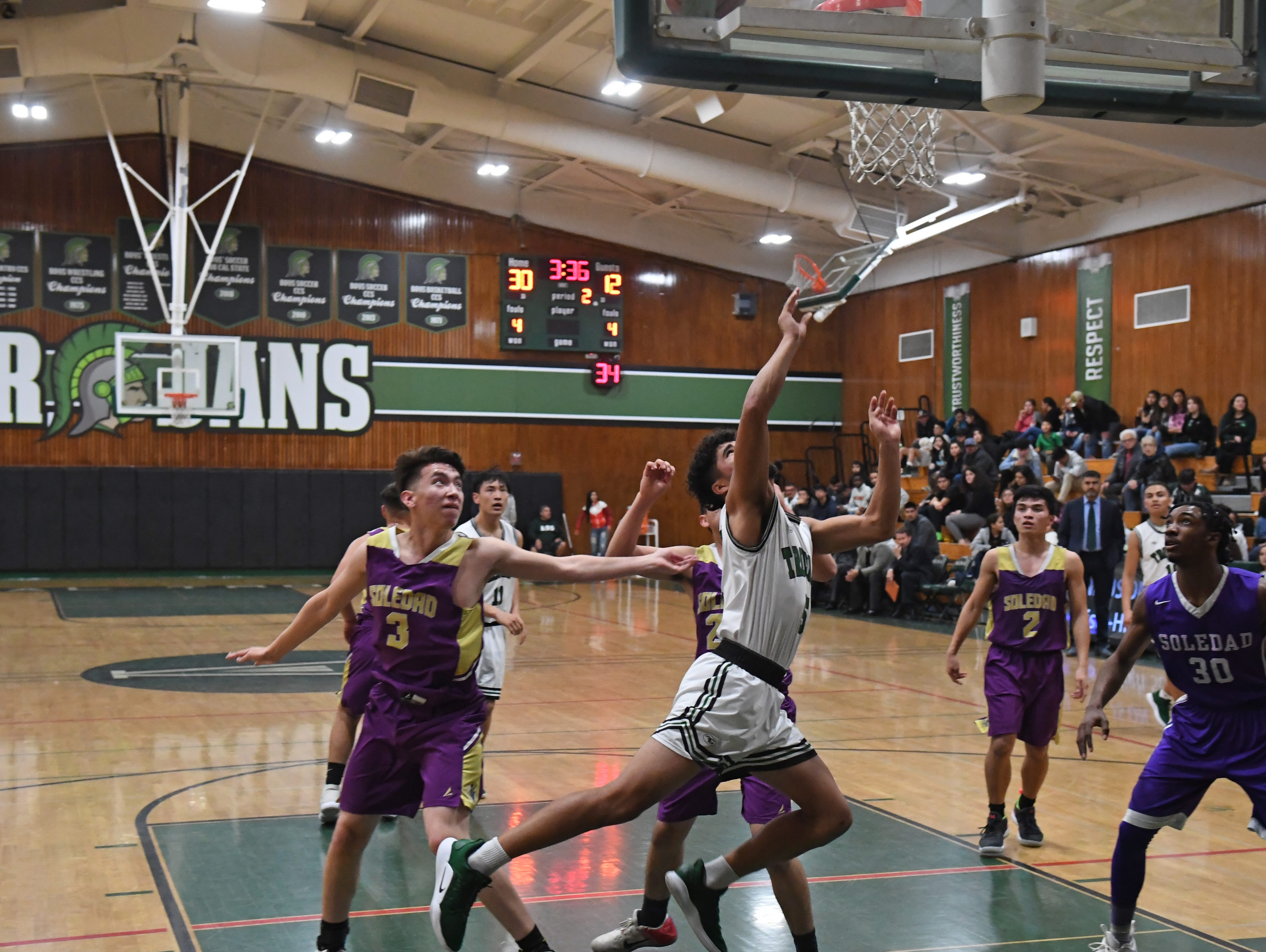 Alisal forward Israel Corona (5) draws a foul in the second quarter.