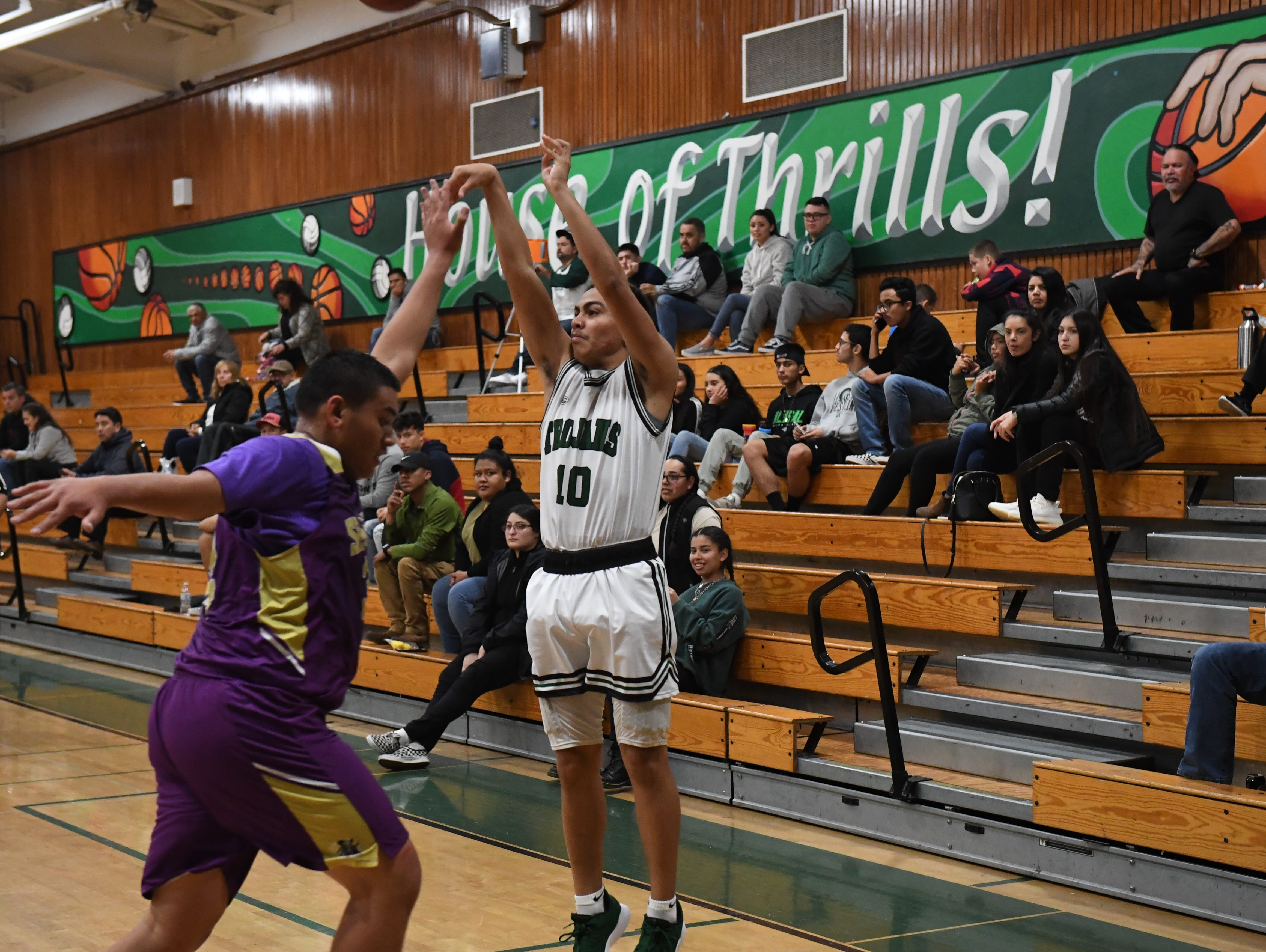 Alisal guard Vincent Gonzalez (10) hits a 3-point shot from the right baseline.