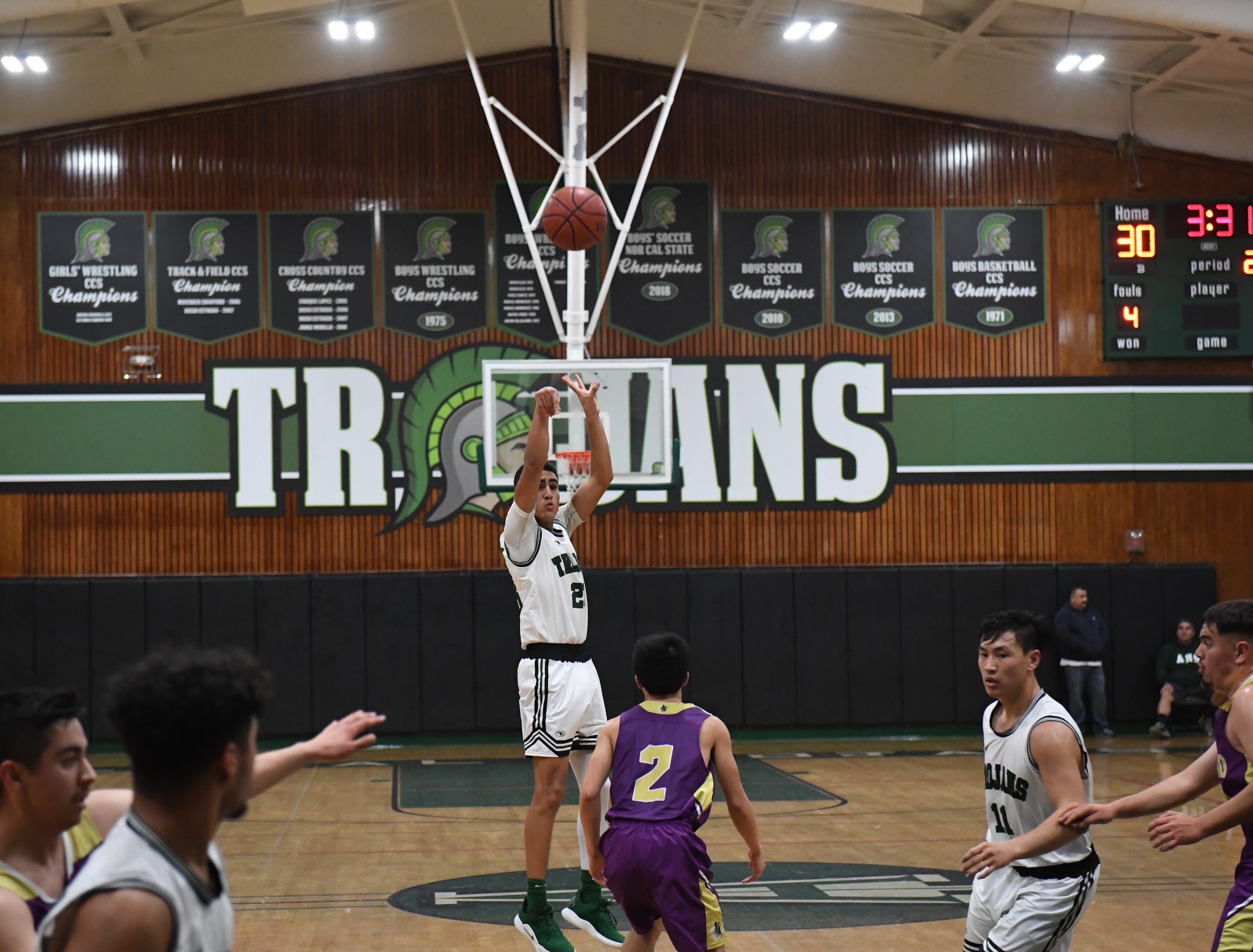 Alisal guard Josue Gil-Silva (23) shoots a 3-point shot in the second quarter.