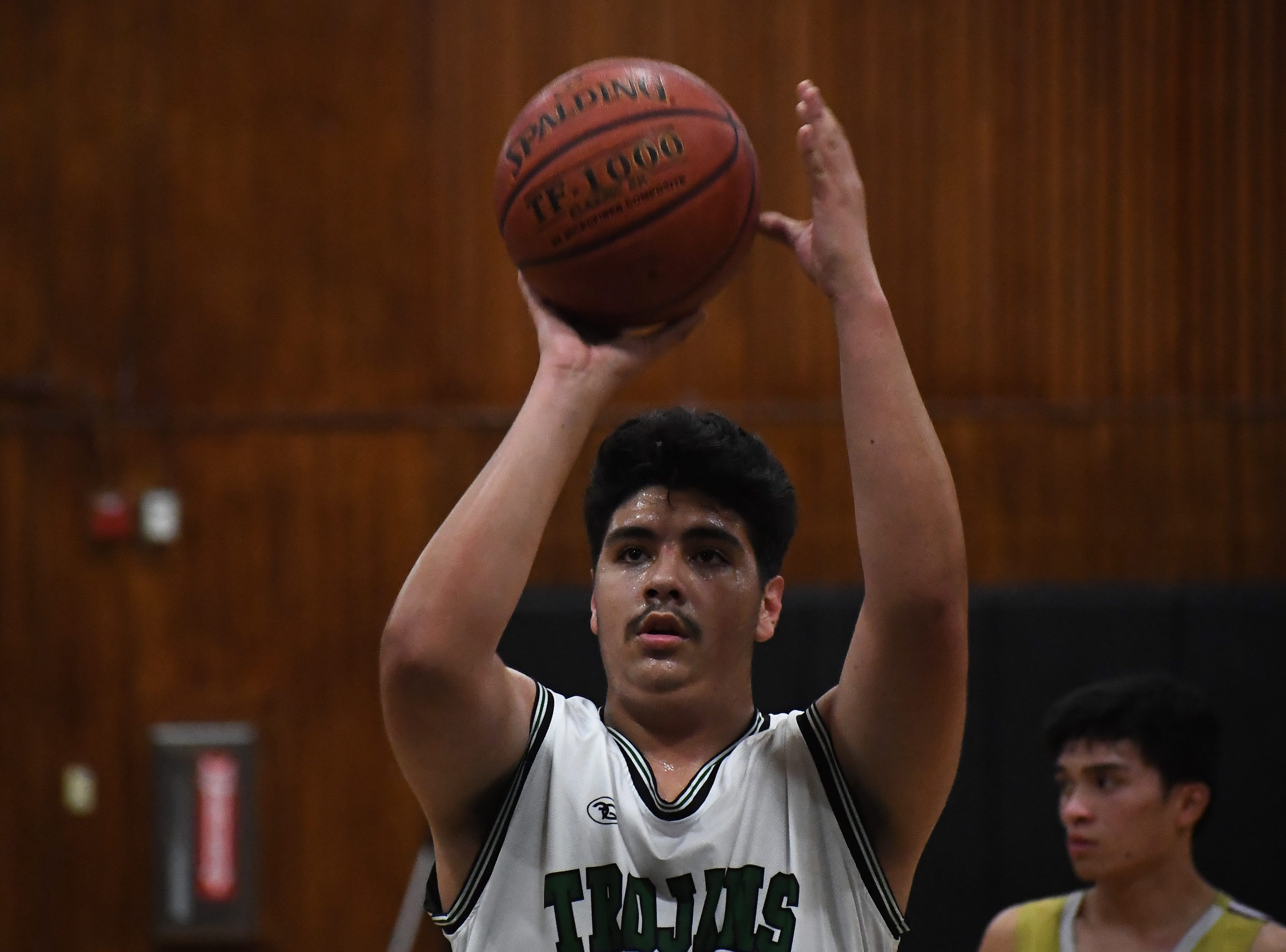 Alisal center Richard Solis III (22) shoots a free throw in the fourth quarter.