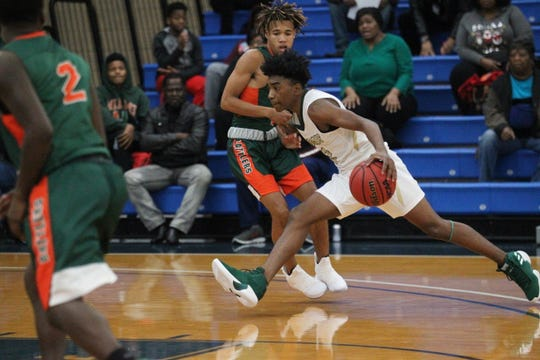 Lincoln junior guard Zae Wiggins drives to the basket as Lincoln plays FAMU DRS at the 2018 Capital City Holiday Classic.