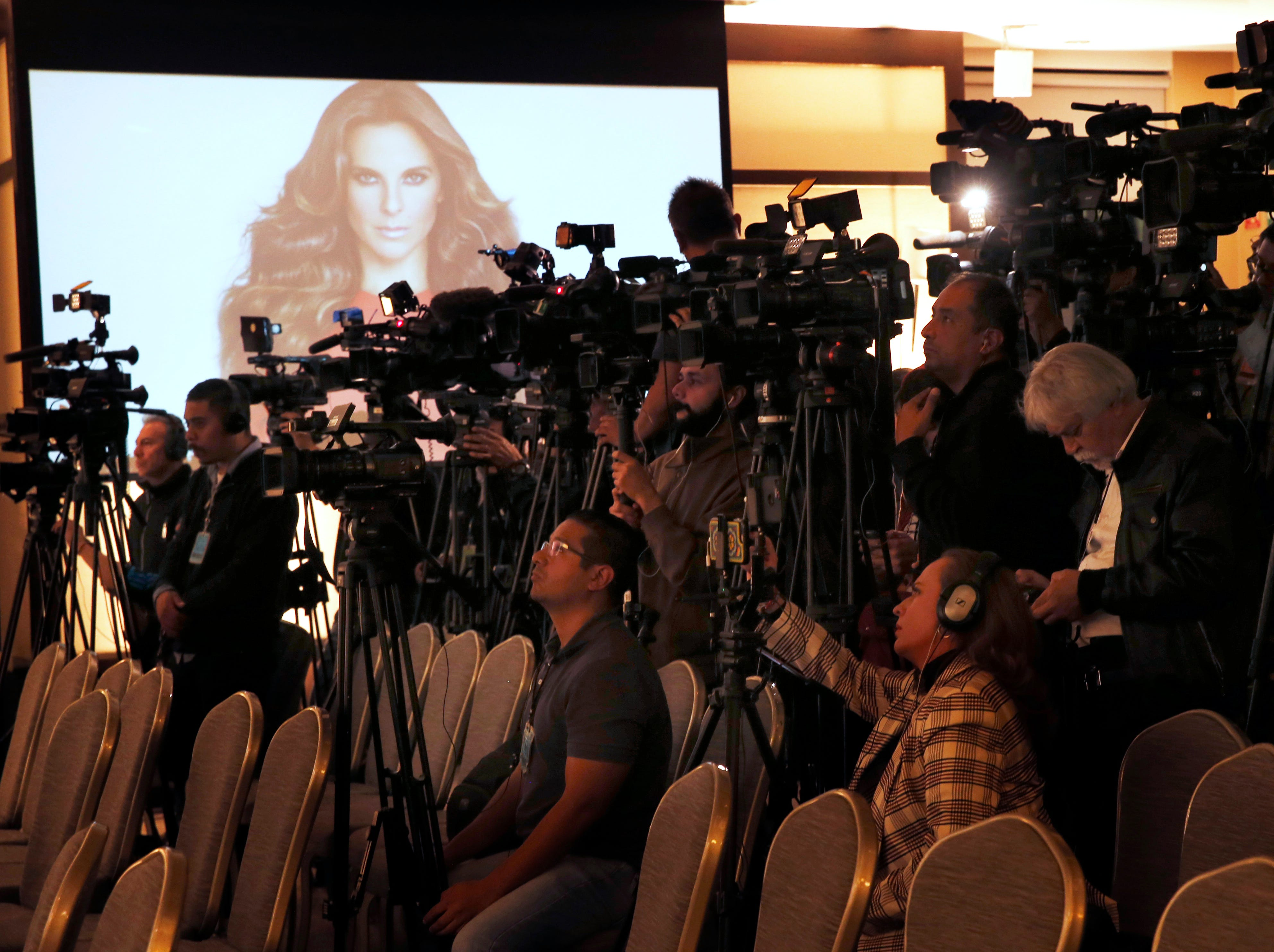 """Members of the press cover a news conference by Mexican actress Kate del Castillo in Mexico City, Thursday, Dec. 20, 2018. Del Castillo spoke about events surrounding her 2015 meeting with Joaquin """"El Chapo"""" Guzman, a Mexican drug lord who at the time was hiding from authorities. When del Castillo met with Guzman, she said it was with the intent to make a film about his life."""