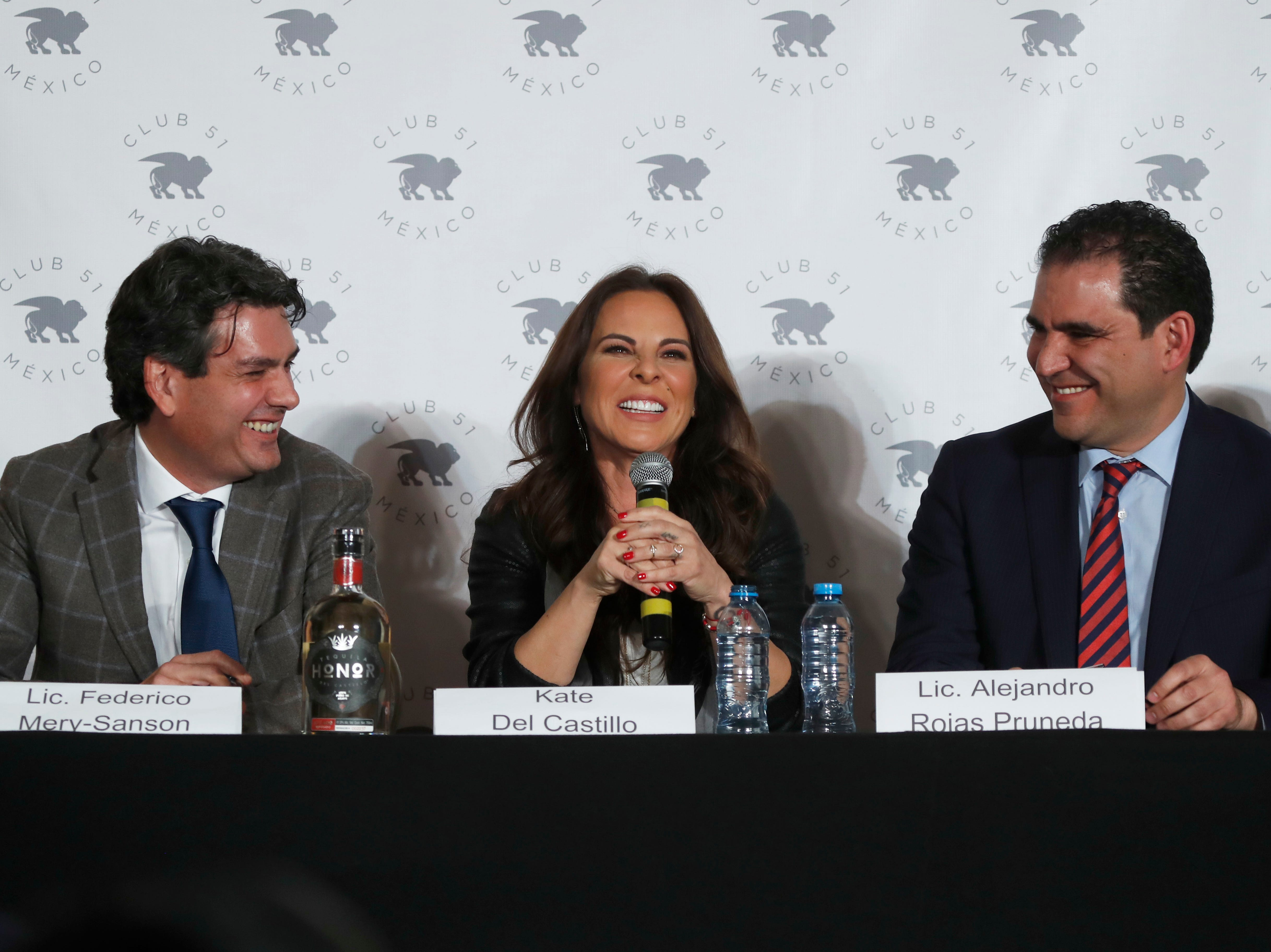 """Mexican actress Kate del Castillo gives a press conference, sitting between her lawyers, in Mexico City, Thursday, Dec. 20, 2018. Del Castillo spoke about events surrounding her 2015 meeting with Joaquin """"El Chapo"""" Guzman, a Mexican drug lord who at the time was hiding from authorities. When del Castillo met with Guzman, she said it was with the intent to make a film about his life."""