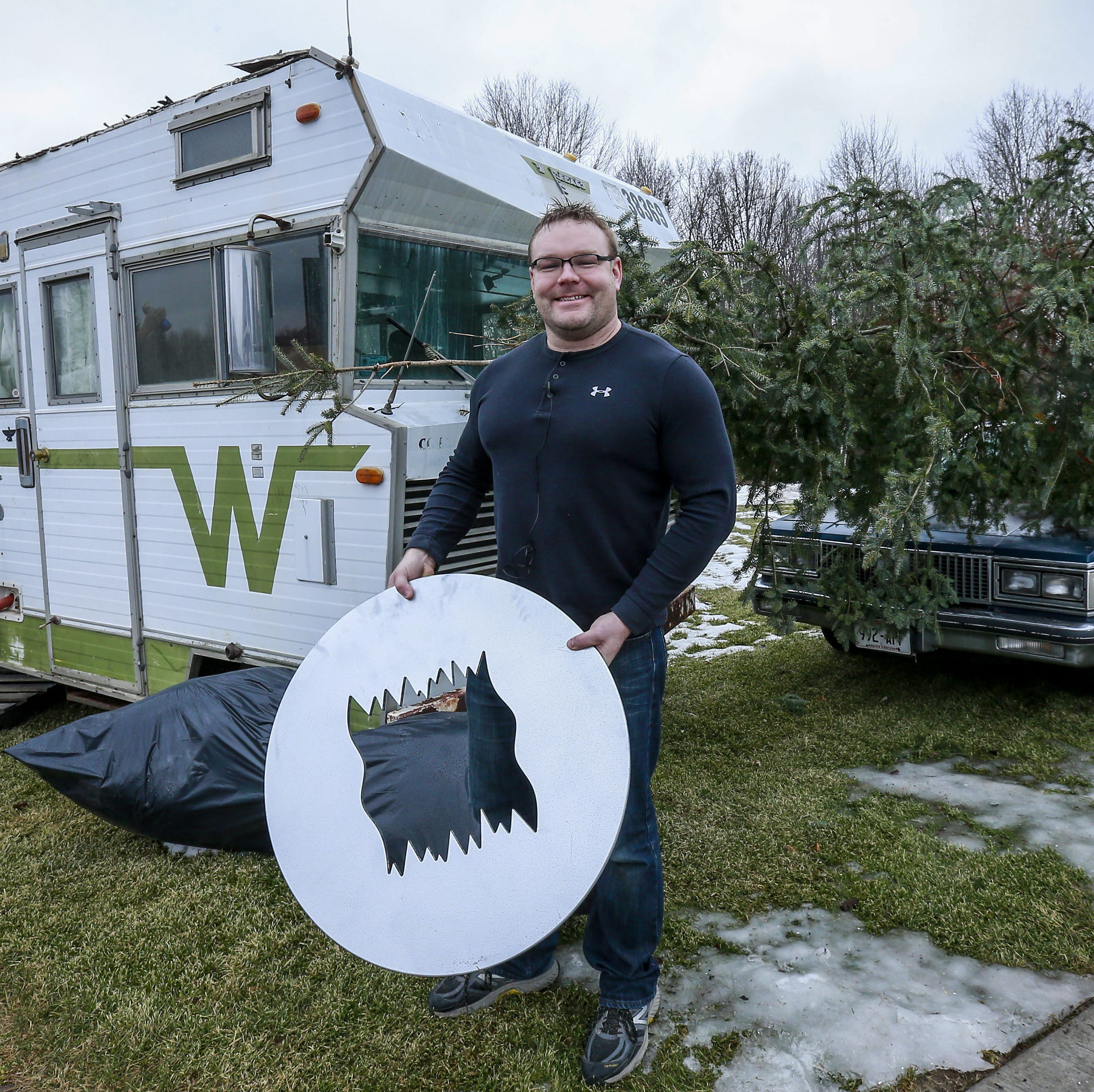 Weston man recreates iconic 'Christmas Vacation' scene outside his home