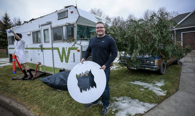 Christmas Vacation Rv.Weston Man Recreates Christmas Vacation Scene Outside His Home