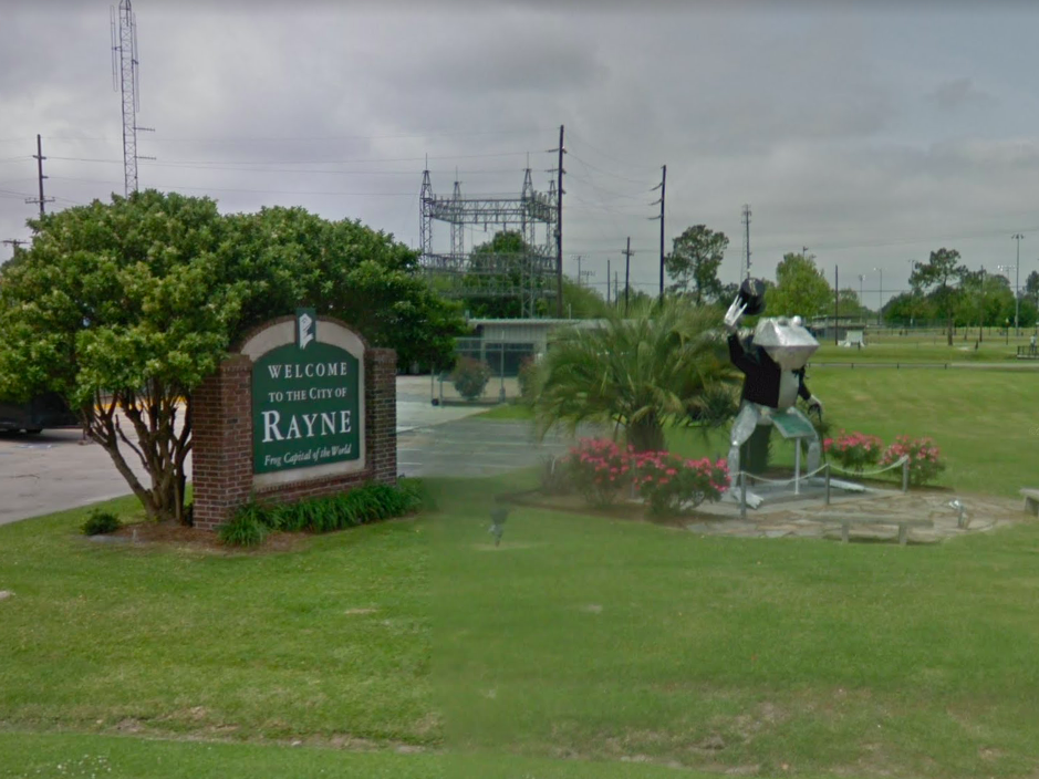 Louisiana: This statue of a frog raising his hat to you is a trekker's welcome to the Frog Capital of the World, Rayne.