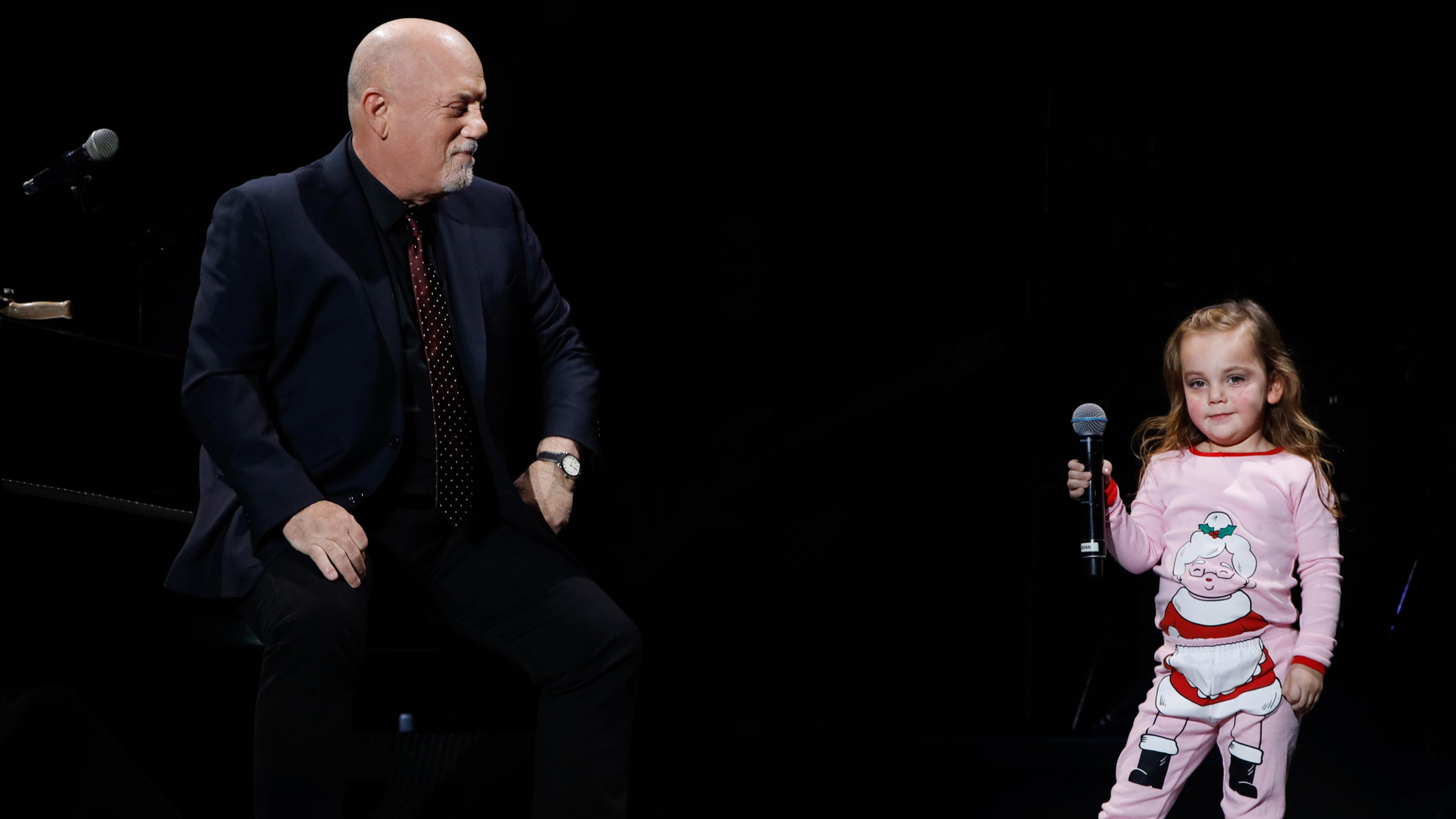 Billy joel 39 s 3 year old steals his show at madison square - Billy joel madison square garden march 3 ...