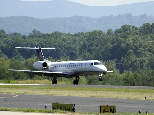 """L'aéroport régional d'Asheville fonctionnera normalement pendant la fermeture du gouvernement fédéral.  Les contrôleurs aériens et les agents de sécurité de la TSA sont considérés """"essentiel"""" employés."""