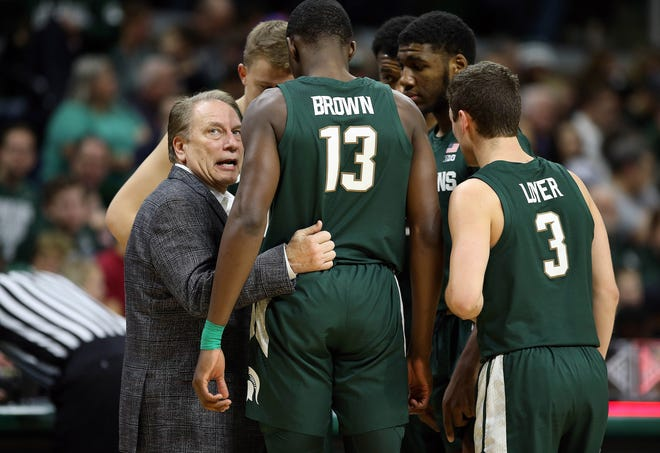 Michigan State Spartans head coach Tom Izzo talks to Michigan State Spartans forward Gabe Brown (13) and Michigan State Spartans guard Foster Loyer (3) and Michigan State Spartans forward Aaron Henry (11) during the second half of a game against the Oakland Golden Grizzlies at the Breslin Center.