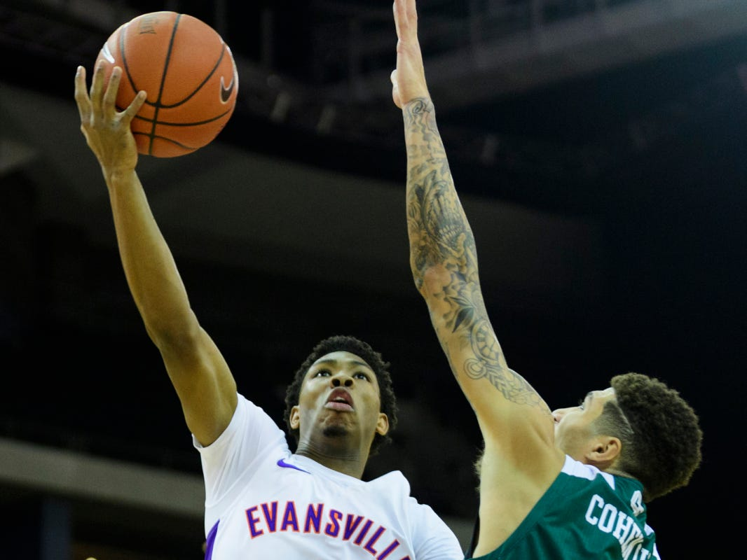 University of Evansville's Marty Hill (1) advances to the net as Green Bay's Sandy Cohen III (1) attempts to block him during the first half at Ford Center in Evansville, Ind., Saturday, Dec. 22, 2018.