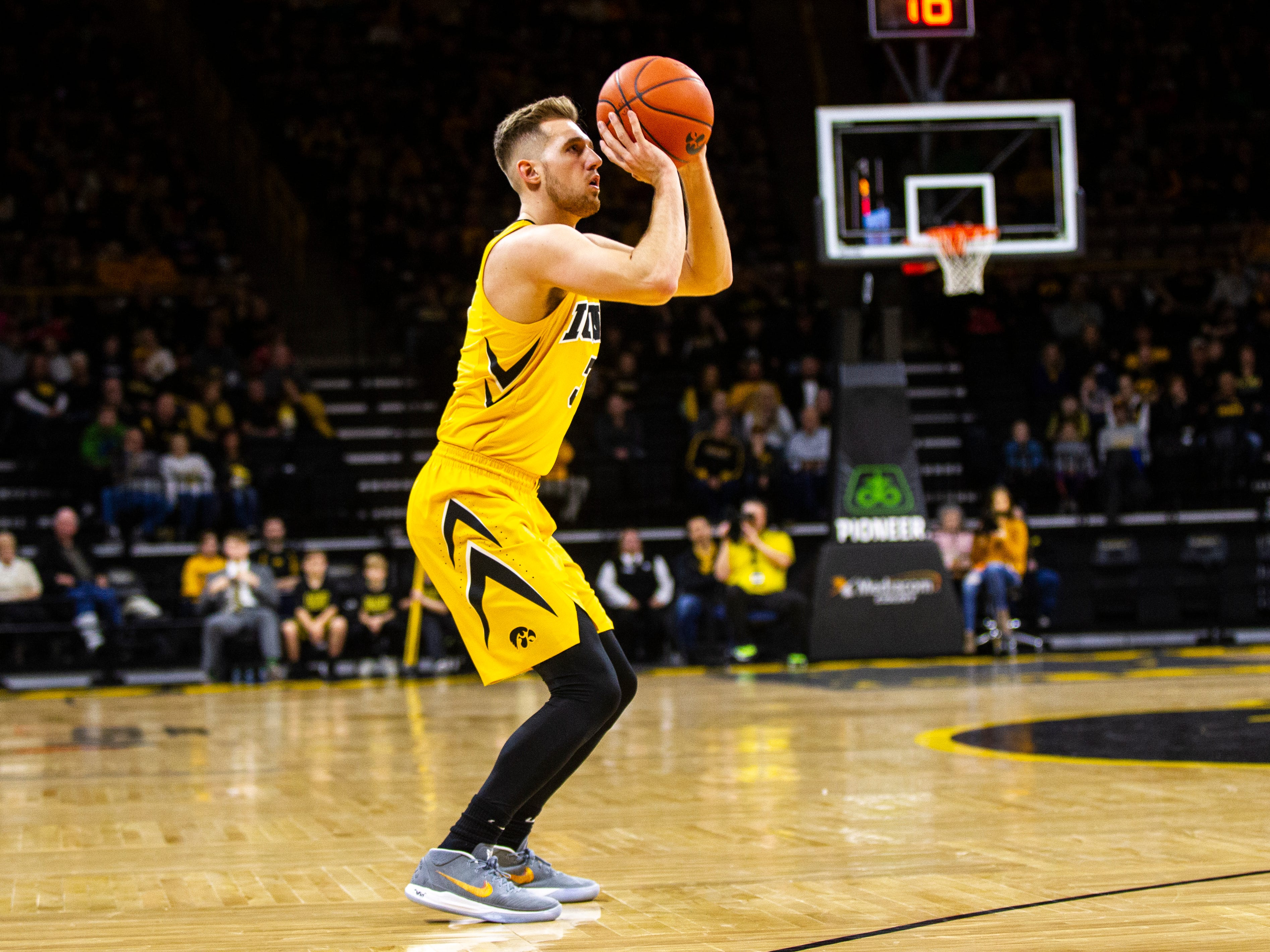 Iowa guard Jordan Bohannon (3) shoots a 3-point basket during a NCAA men's basketball game on Saturday, Dec. 22, 2018, at Carver-Hawkeye Arena in Iowa City.