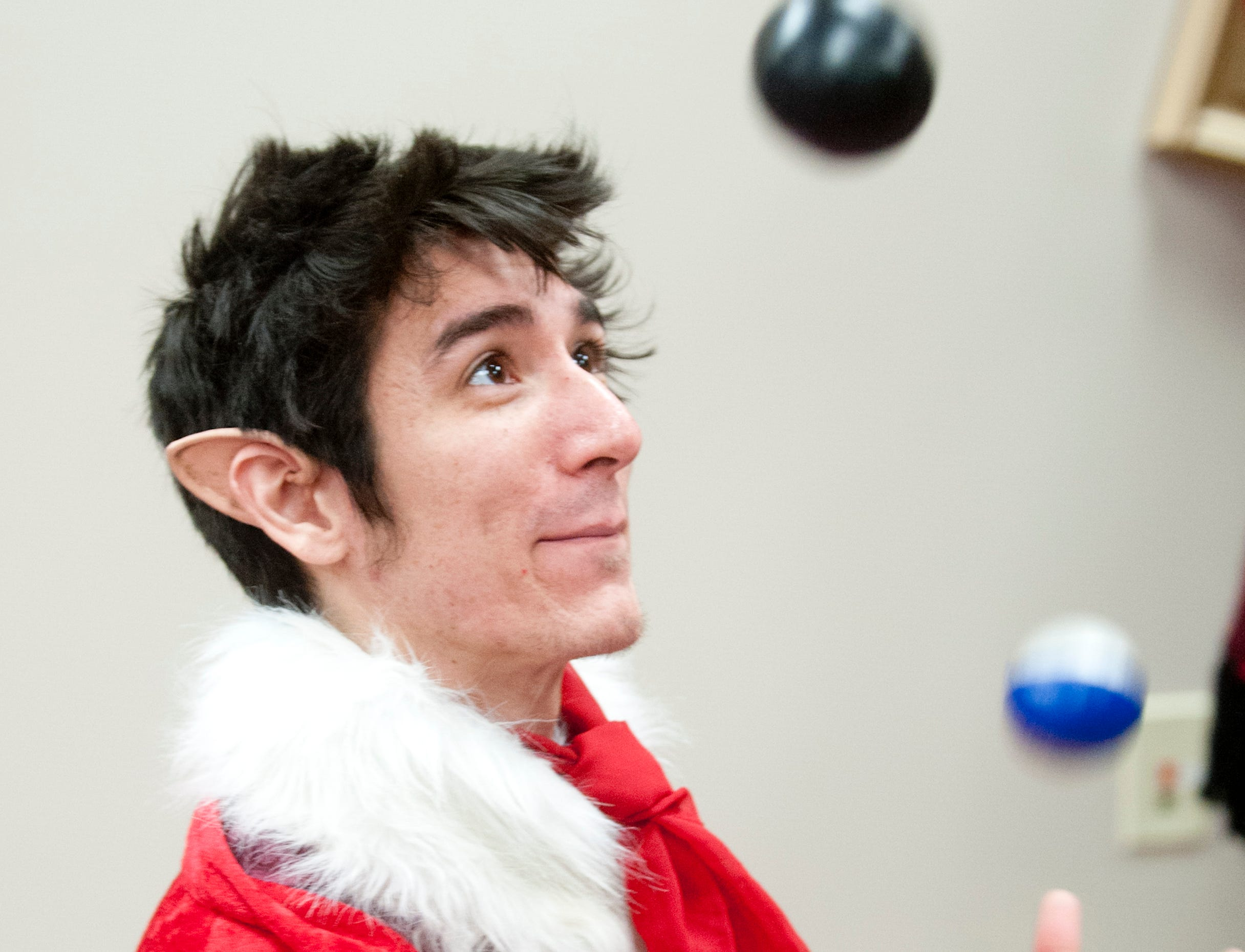 """Juggler-elf Lee Mai of the Highlands shows off his talents at the Galt House Hotel's sold-out event,  """"Breakfast with Santa.""""22 December 2018"""
