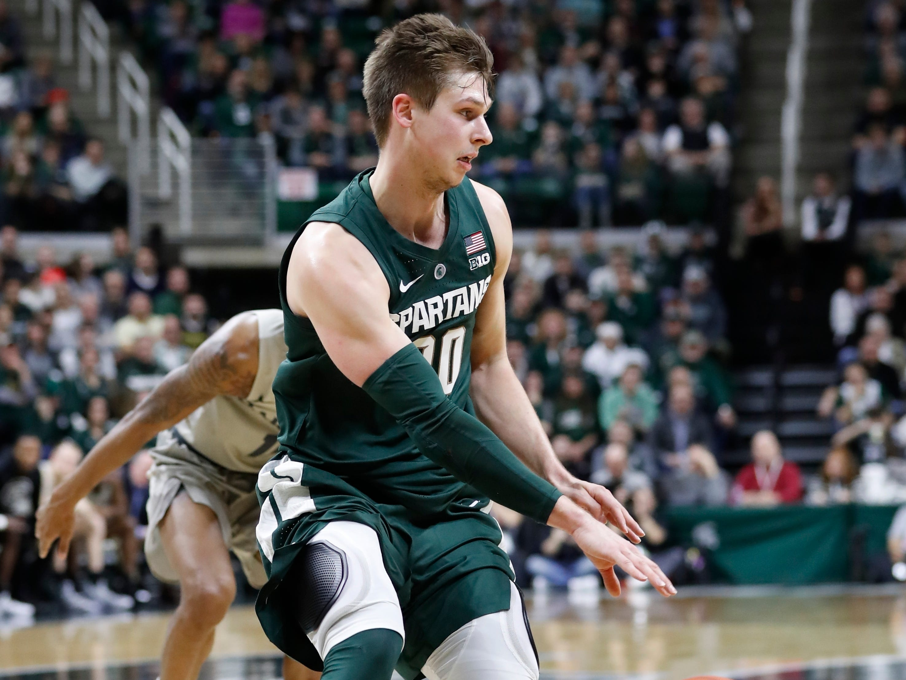 Michigan State guard Matt McQuaid controls the ball during the second half of an NCAA college basketball game against Oakland , Friday, Dec. 21, 2018, in East Lansing, Mich.