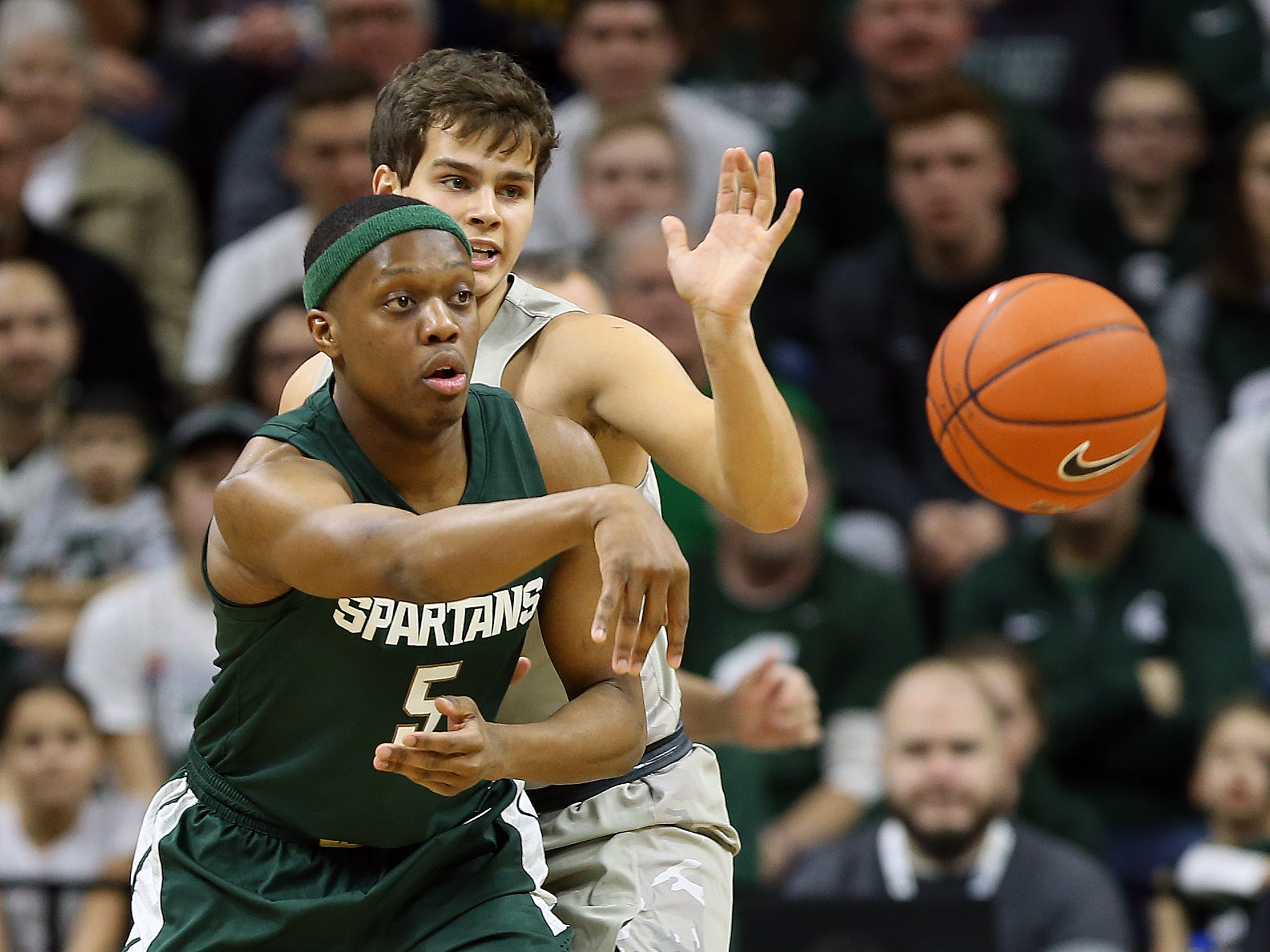 Michigan State Spartans guard Cassius Winston (5) passes the ball against the Oakland Golden Grizzlies during the first half of a game at the Breslin Center.
