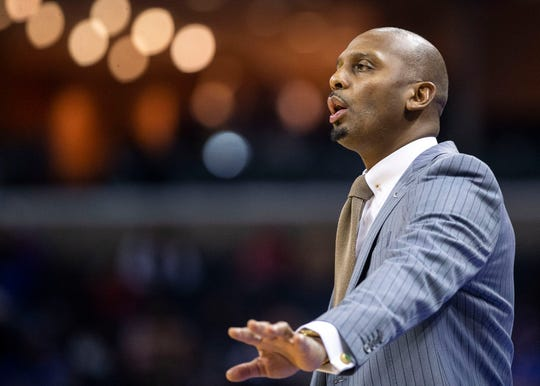 Memphis Tigers head coach Penny Hardaway gestures to his team during the second half of a college basketball game, Saturday, Dec. 22, 2018.