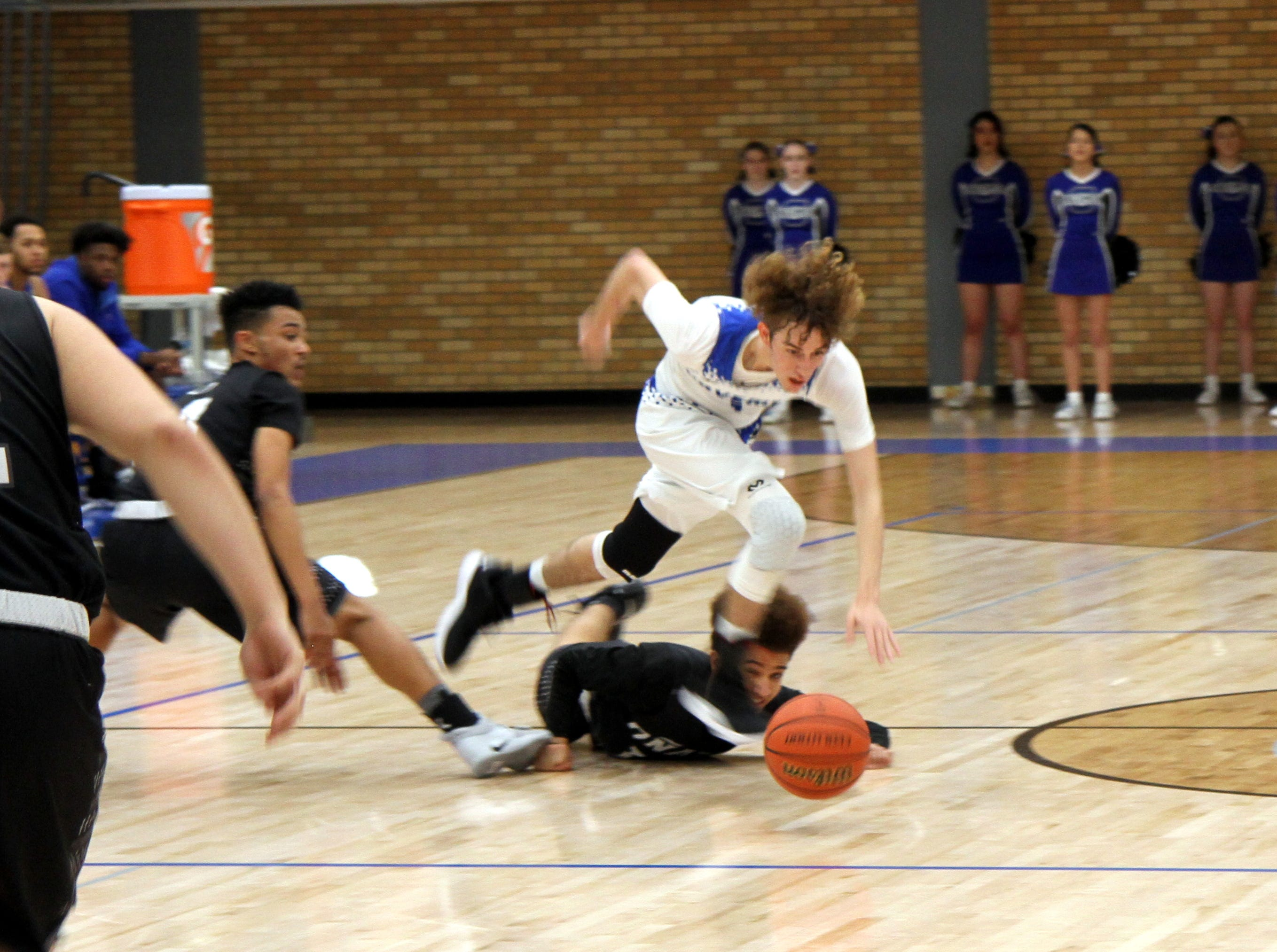 Highlights from Carlsbad's home game against Onate on Dec. 22, 2018.