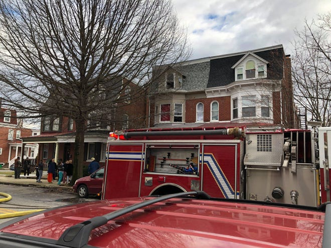 A fire broke out in the 800 block of Pennsylvania Avenue Saturday morning, displacing six people.