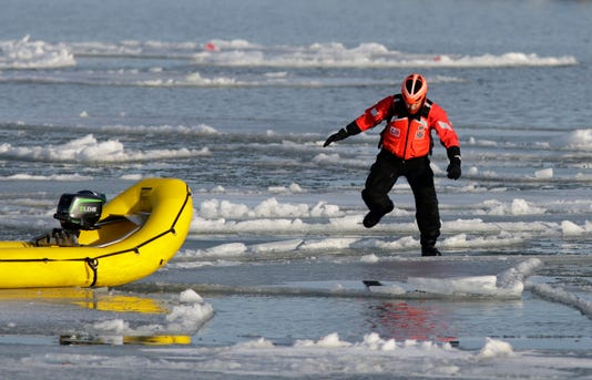 010918 She Coast Guard Ice Rescue Practice Gck 003