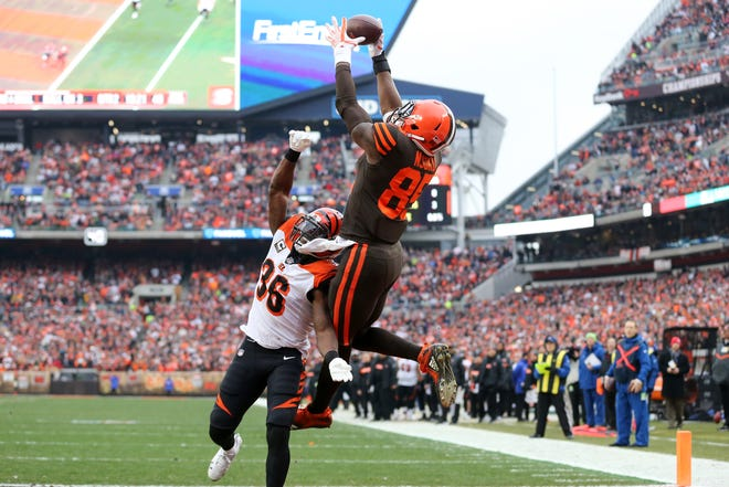 Cleveland Browns tight end David Njoku (85) catches a touchdown pass over Cincinnati Bengals strong safety Shawn Williams (36) in the second quarter of a Week 16 NFL football game, Sunday, Dec. 23, 2018, at FirstEnergy Stadium in Cleveland.