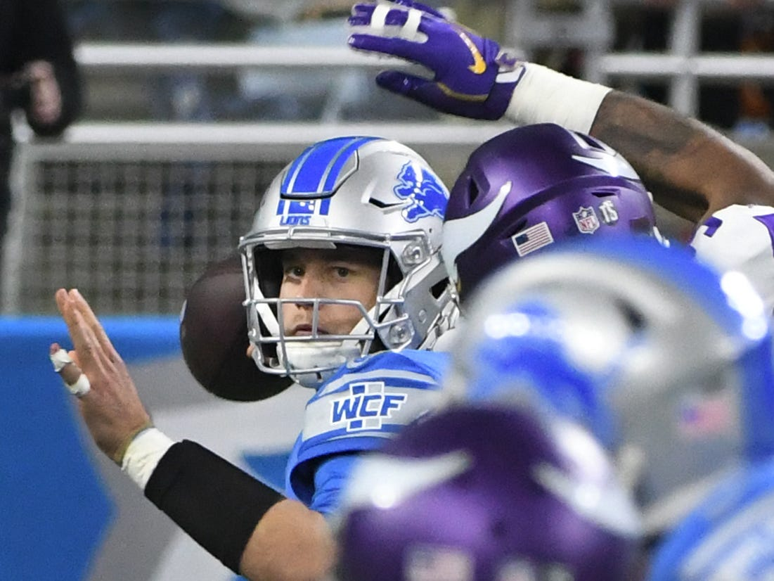 Lions quarterback Matthew Stafford throws in the second quarter.