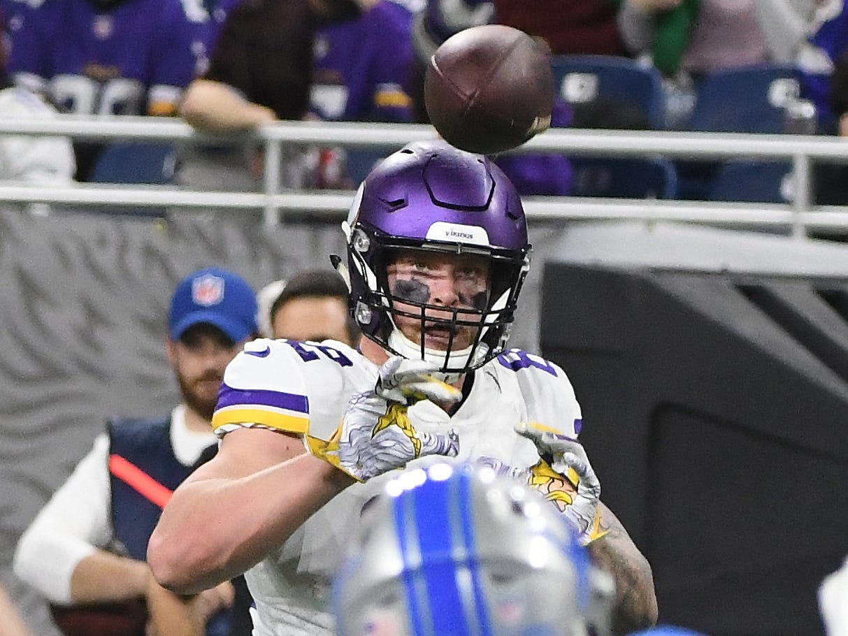 Vikings' Kyle Rudolph readies for a long first down reception act the end of the third quarter.