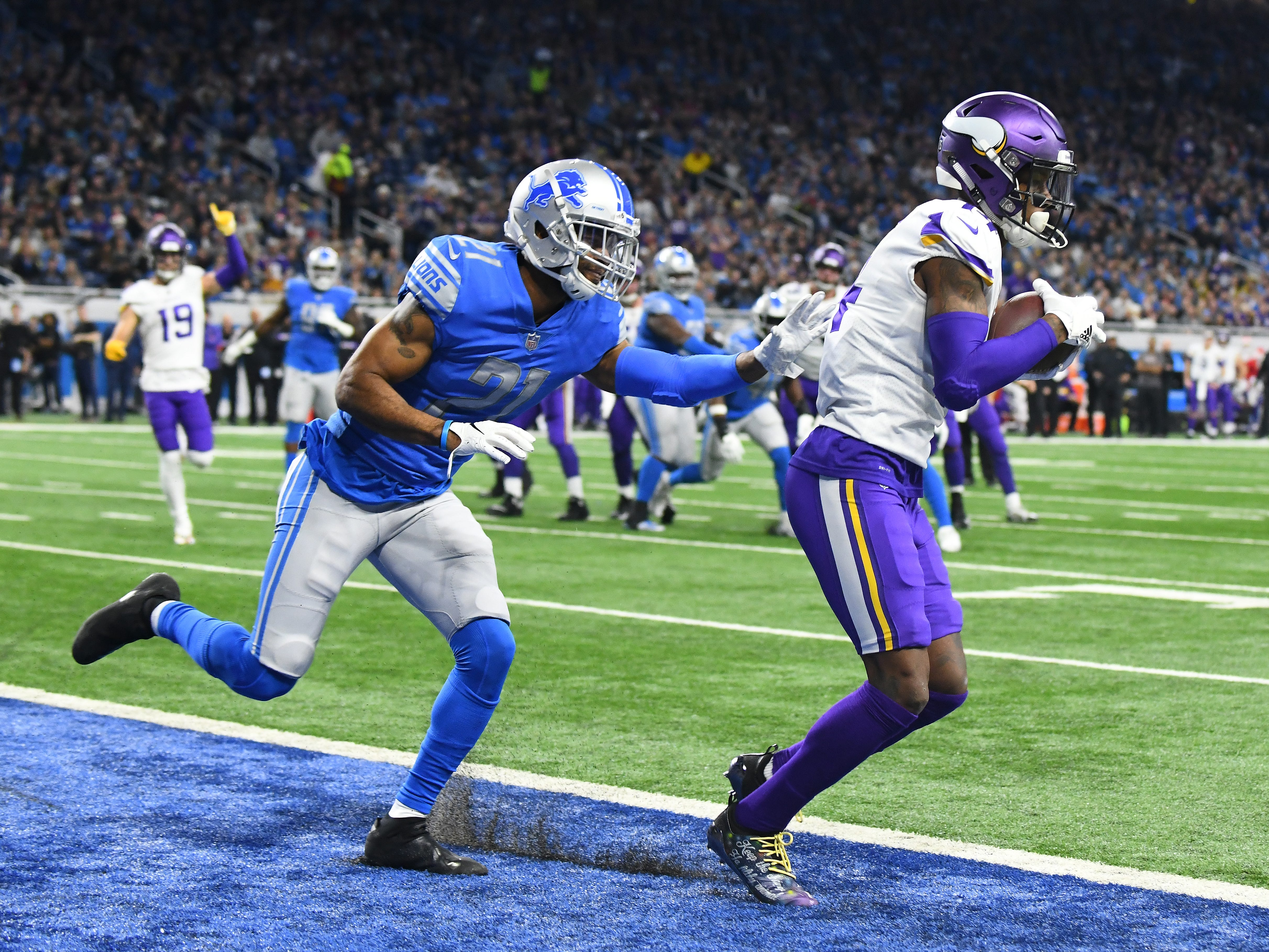 Vikings' Stefon Diggs pulls a reception in the endzone for a touchdown in front of Lions' Marcus Cooper Sr. in the second quarter.