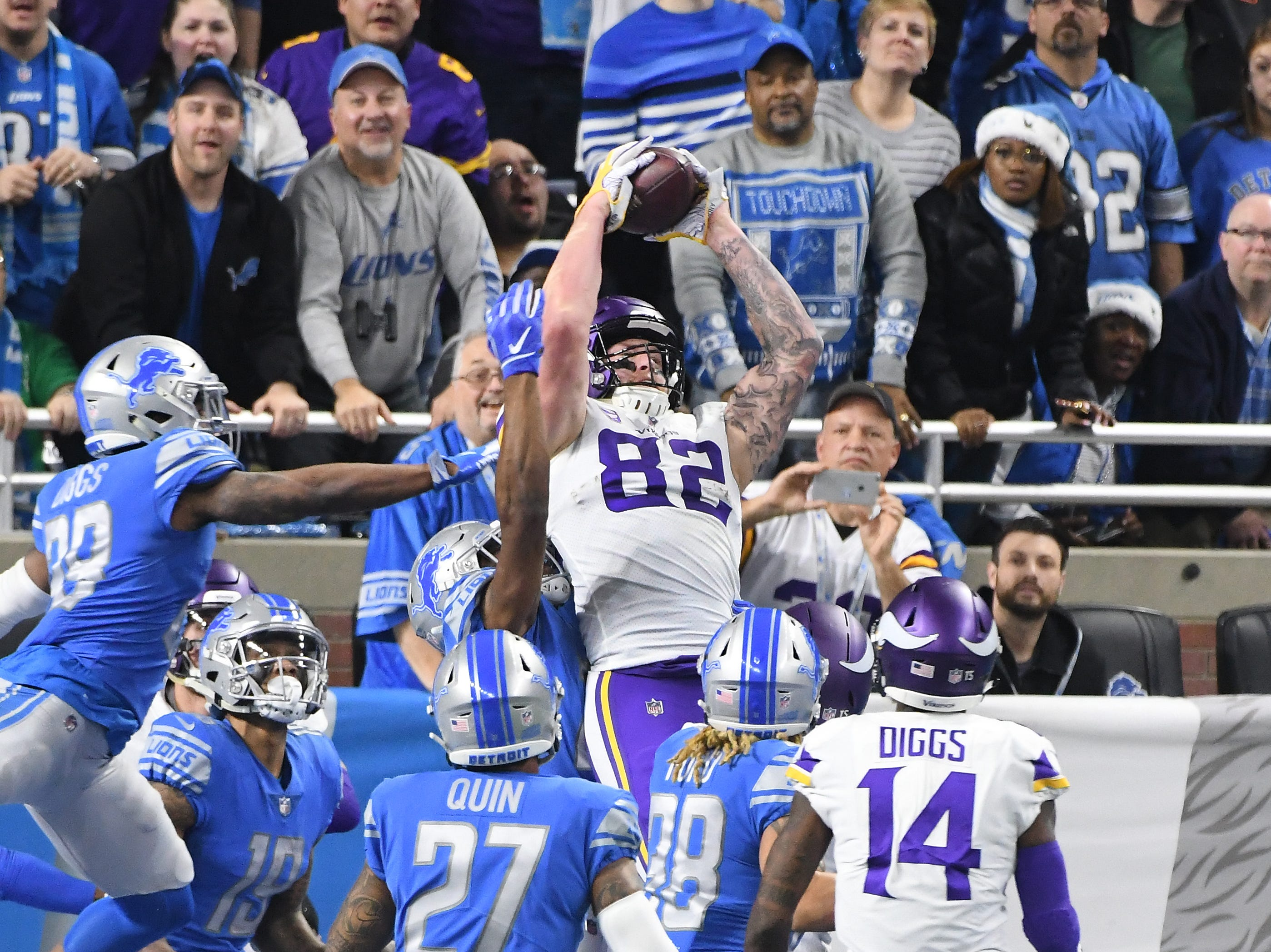Viking's Kyle Rudolph pulls off 'Hail Mary' catch in the end zone as the clock runs out in the first half with Vikings leading 14-9.