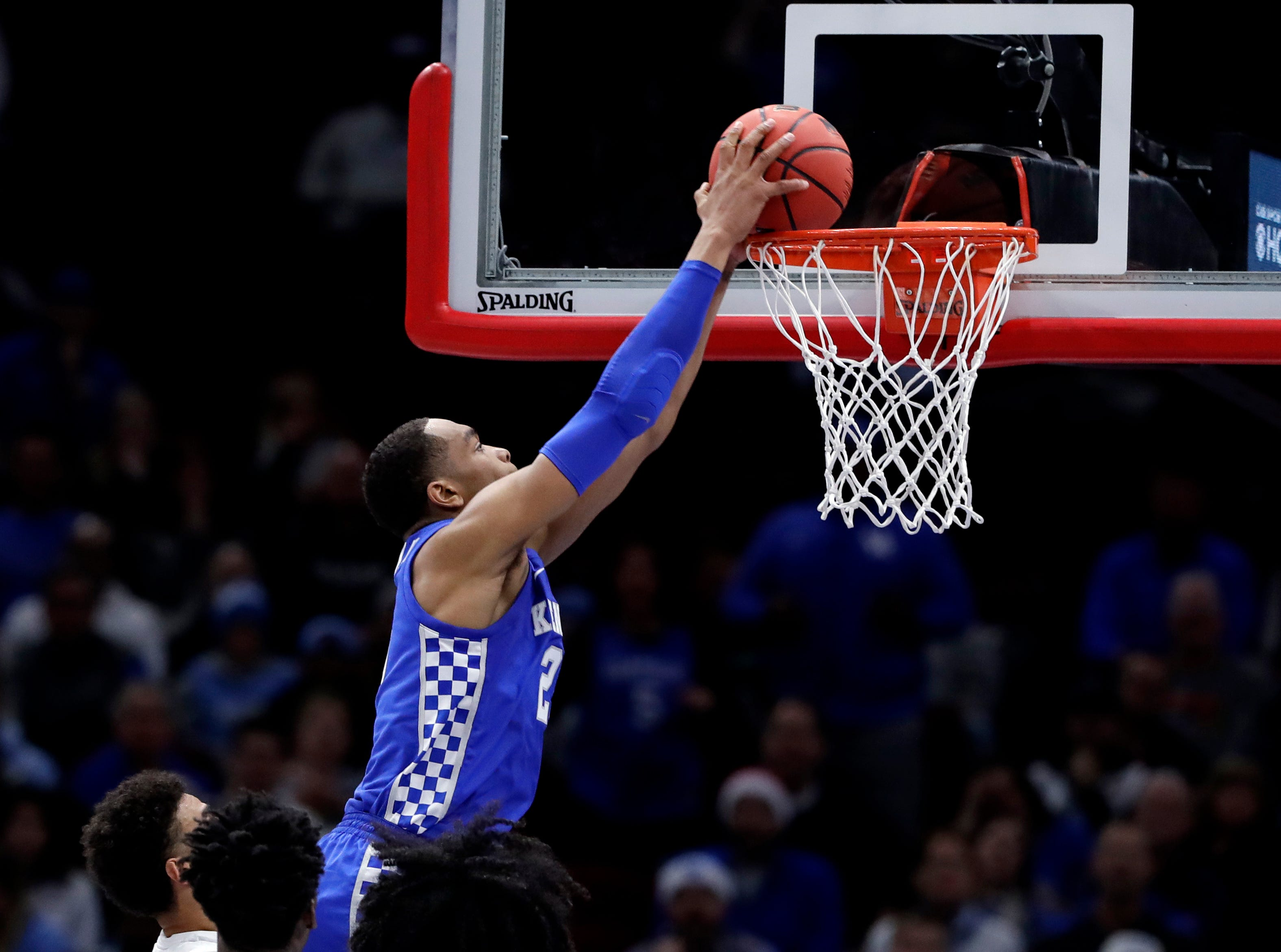 Kentucky forward PJ Washington Jr., dunks against North Carolina during the first half of an NCAA college basketball game in the fifth annual CBS Sports Classic, Saturday, Dec. 22, 2018, in Chicago.