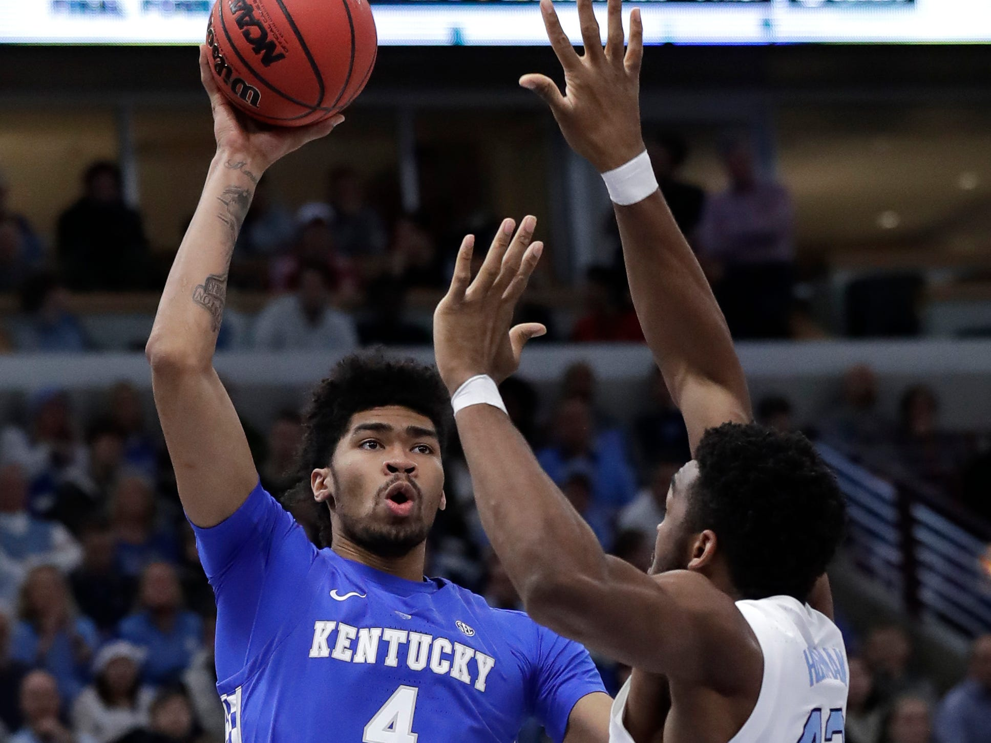 Kentucky forward Nick Richards, left, shoots over North Carolina forward Brandon Huffman during the second half of an NCAA college basketball game in the fifth annual CBS Sports Classic, Saturday, Dec. 22, 2018, in Chicago.