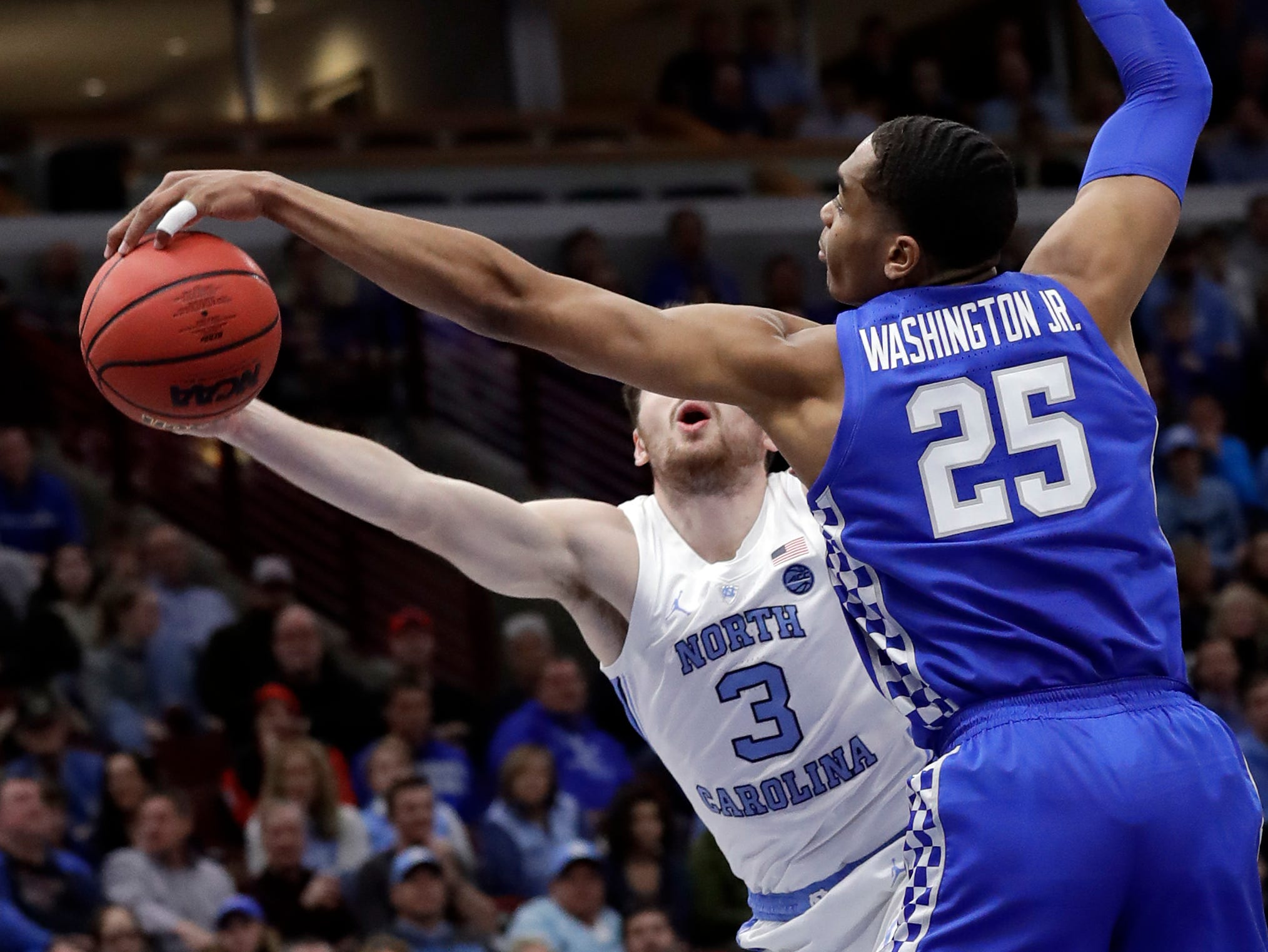 Kentucky forward PJ Washington Jr., right, blocks a shot by North Carolina guard Andrew Platek during the first half of an NCAA college basketball game in the fifth annual CBS Sports Classic, Saturday, Dec. 22, 2018, in Chicago.