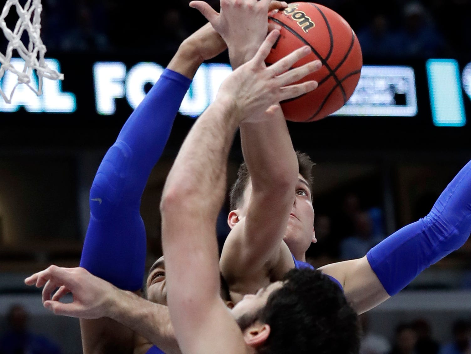 Kentucky's Tyler Herro, top, vies for a rebound against forward PJ Washington Jr., left, and North Carolina forward Luke Maye during the second half of an NCAA college basketball game Saturday, Dec. 22, 2018, in Chicago. Kentucky won 80-72.