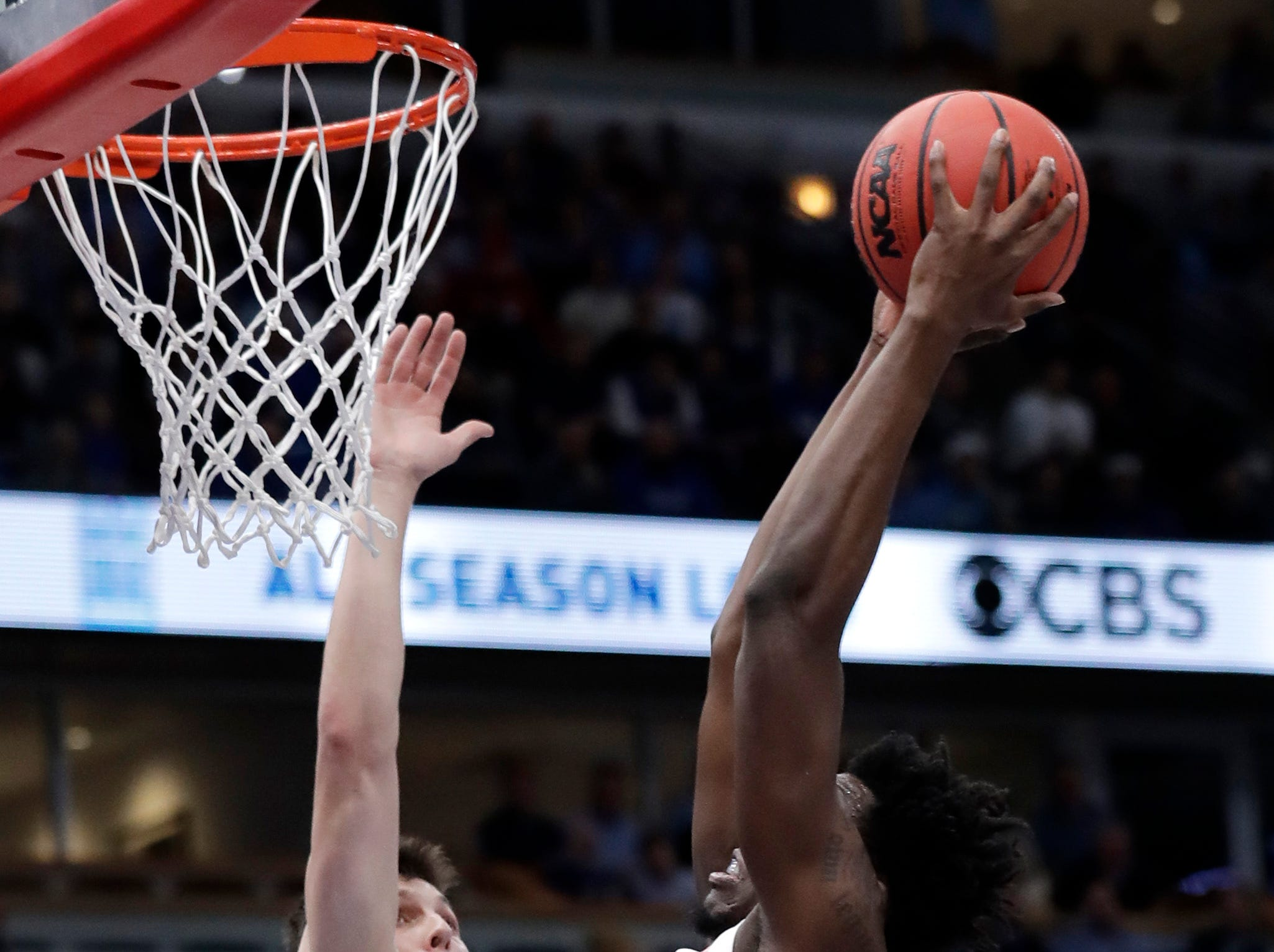 North Carolina forward Nassir Little, right, dunks against Kentucky guard/forward Tyler Herro during the first half of an NCAA college basketball game in the fifth annual CBS Sports Classic, Saturday, Dec. 22, 2018, in Chicago.