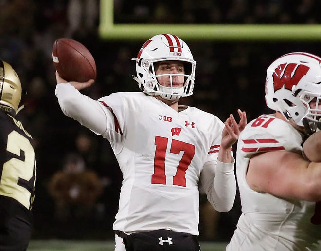 Wisconsin Badgers quarterback Jack Coan finds Wisconsin Badgers wide receiver Danny Davis III for  haa touchdown pass early in the second half  to tie the score at 27-27 during the Wisconsin's 47-44 overtime football win over  Purdue in West Lafayette, IN,  Saturday, November 17, 2018 . RICK WOOD/MILWAUKEE JOURNAL SENTINEL ORG XMIT:  20097204A