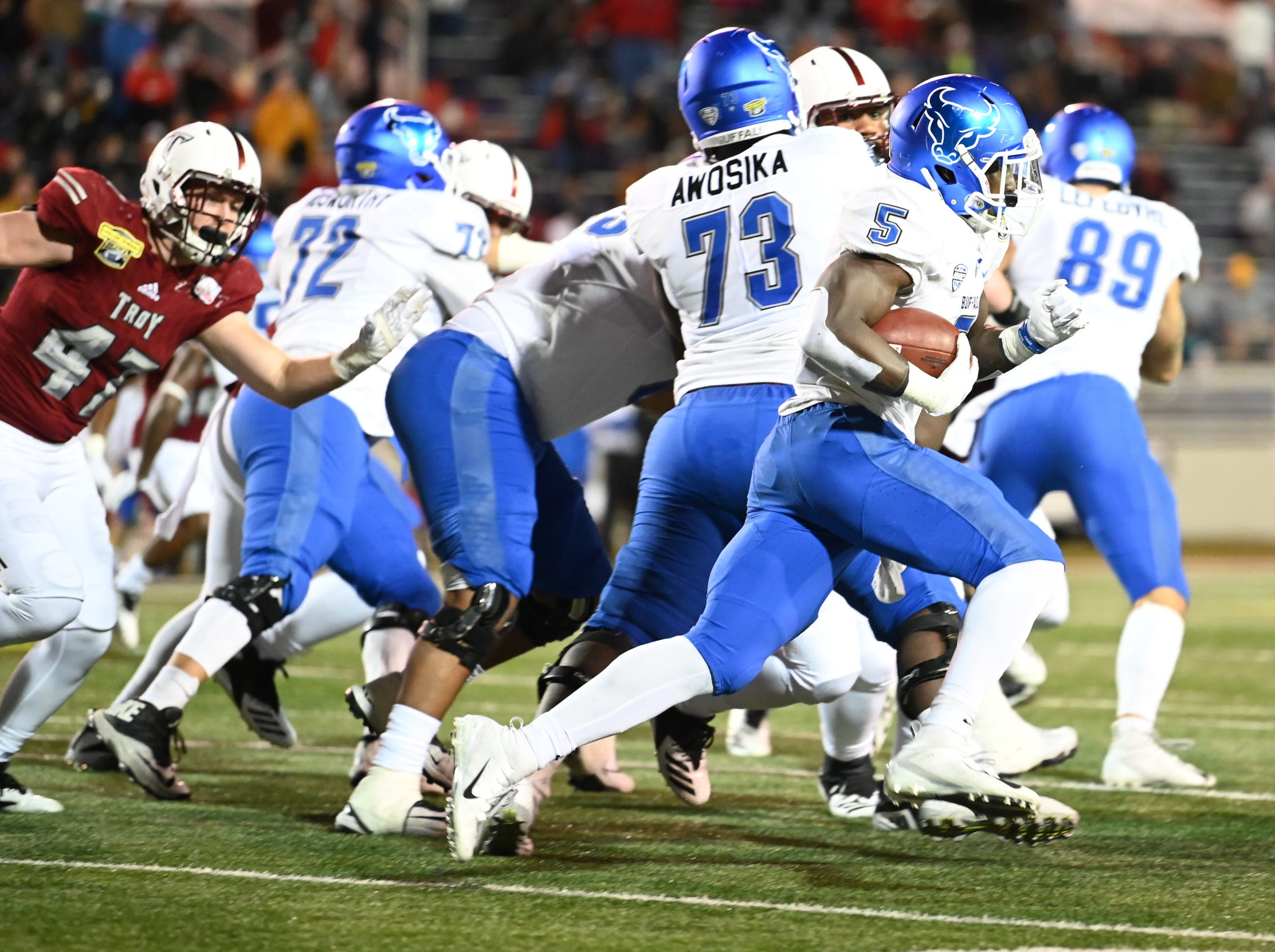Buffalo Bulls running back Kevin Marks (5) runs the ball outside against during the Dollar General Bowl held at Ladd-Peebles Stadium in Mobile on Saturday, Dec. 22, 2018.