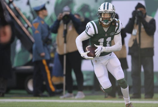 Robby Anderson of the Jets scores a touchdown in the first half.  Sunday, December 23, 2018