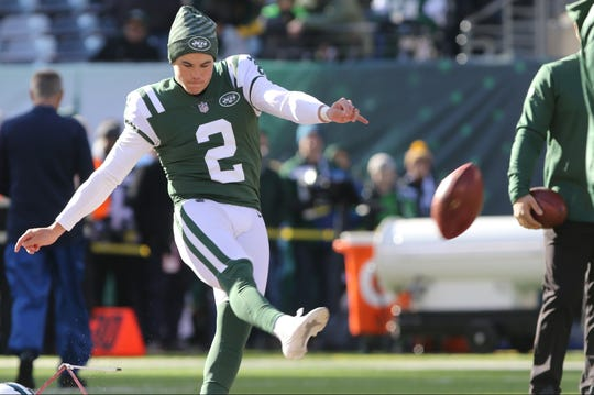 Jason Myers, of the Jets hit this 68 yarder during pre-game practice, Sunday, December 23, 2018.
