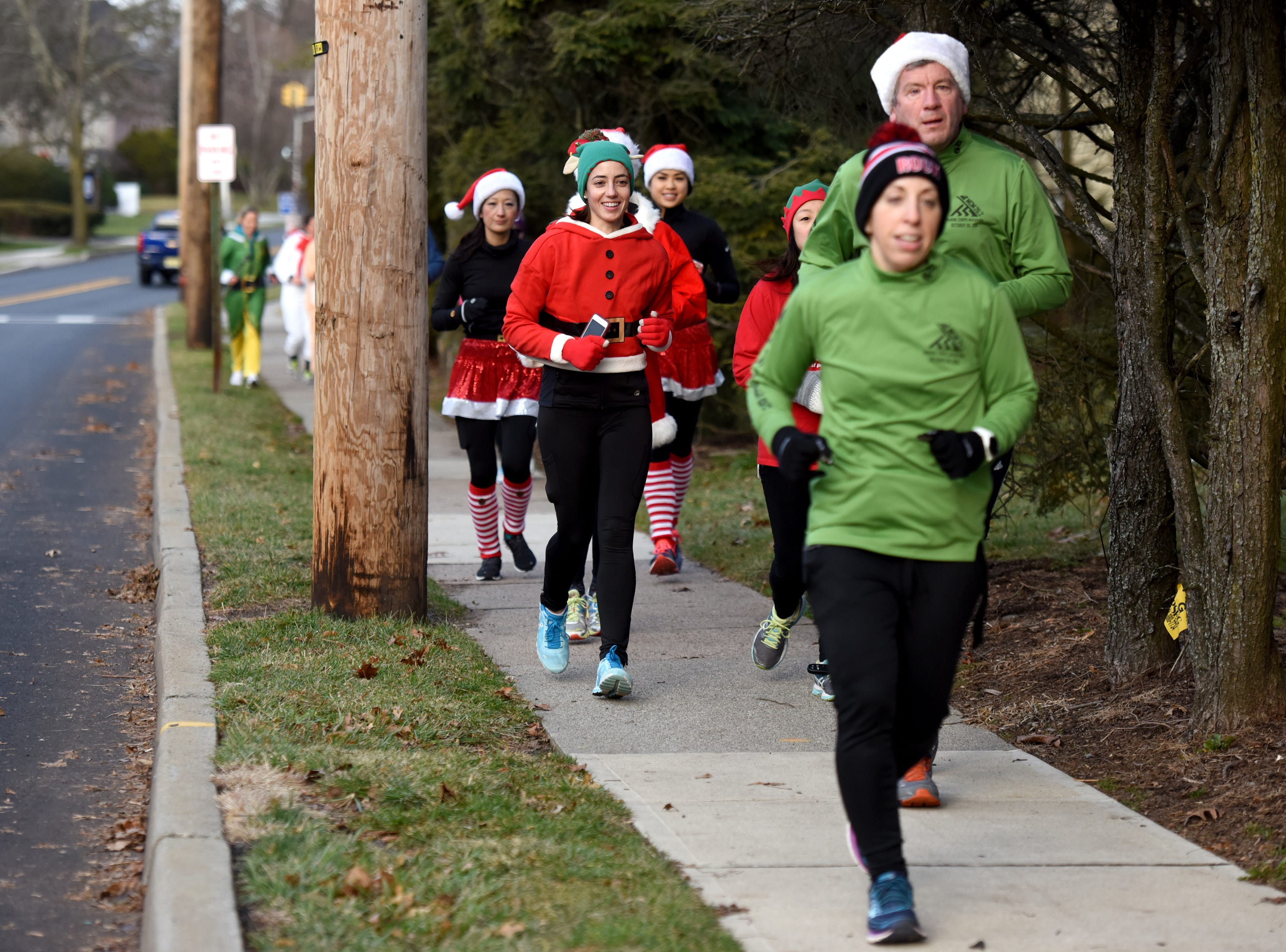 Racefaster Ridgewood organized a fun Santa Run  on Sunday, December 23, 2018. The run left from the store on N. Broad St. and offered runs for varying levels and distances.