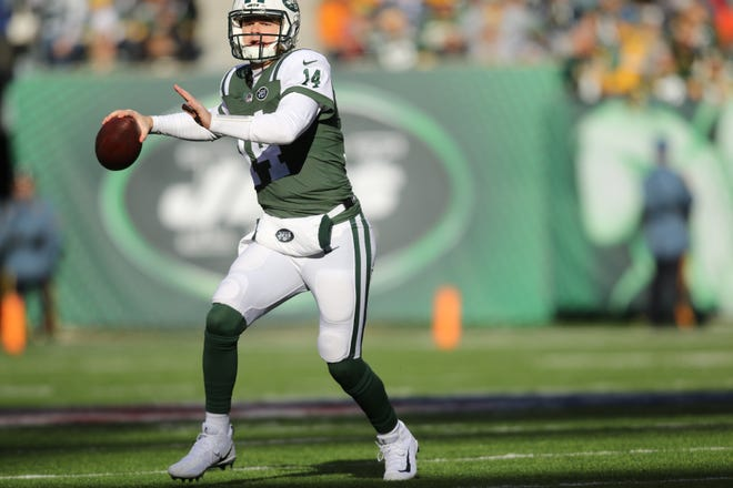 Quarterback, Sam Darnold gets ready to throw the ball during the first half. Sunday, December 23, 2018
