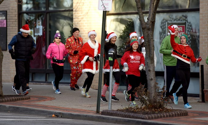 Racefaster Ridgewood organized a fun Santa Run  on Sunday, December 23, 2018. The run left from the store on N. Broad St. and offered runs for varying levels and distances. A group of runners run through downtown Ridgewood on E. Ridgewood Ave.