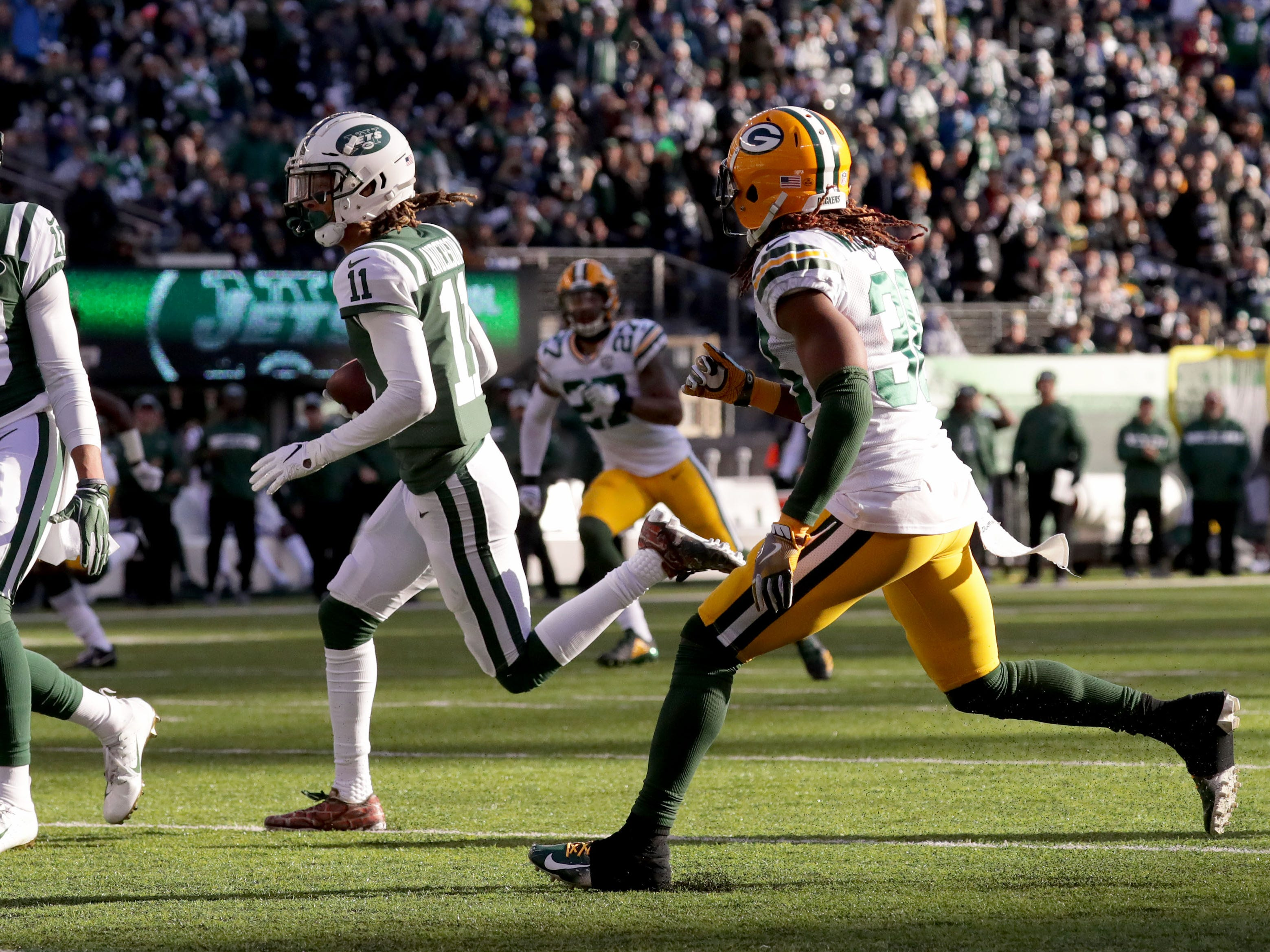 New York Jets' Robby Anderson (11) scores a touchdown during first half of the Green Bay Packers game against the New York Jets at MetLife Stadium Sunday, Dec. 23, 2018, in East Rutherford.