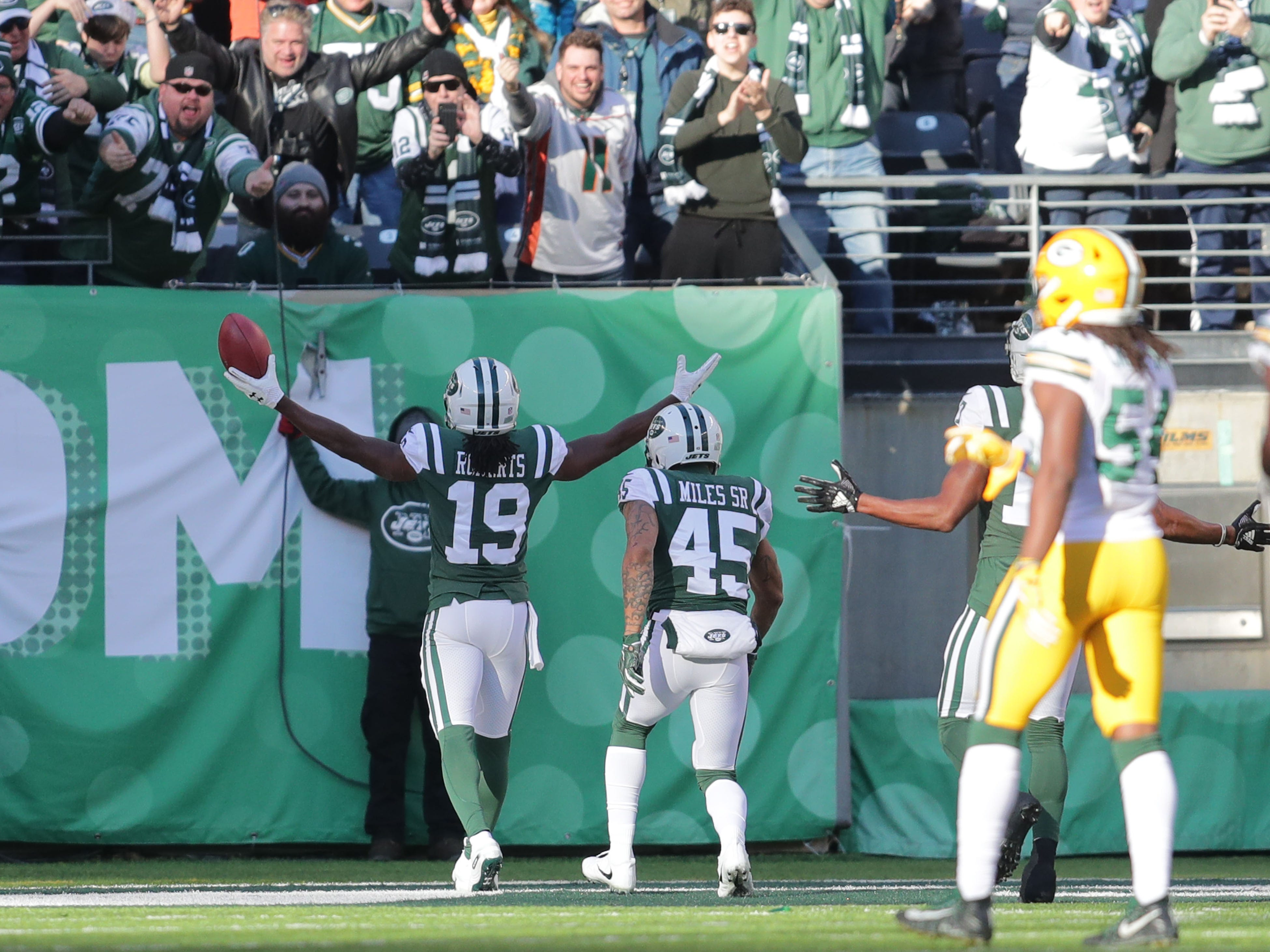 New York Jets' Andre Roberts (19) celebrates with the fans after his 99-yard kickoff return for a touchdown  during first half of the Green Bay Packers game against the New York Jets at MetLife Stadium Sunday, Dec. 23, 2018, in East Rutherford.