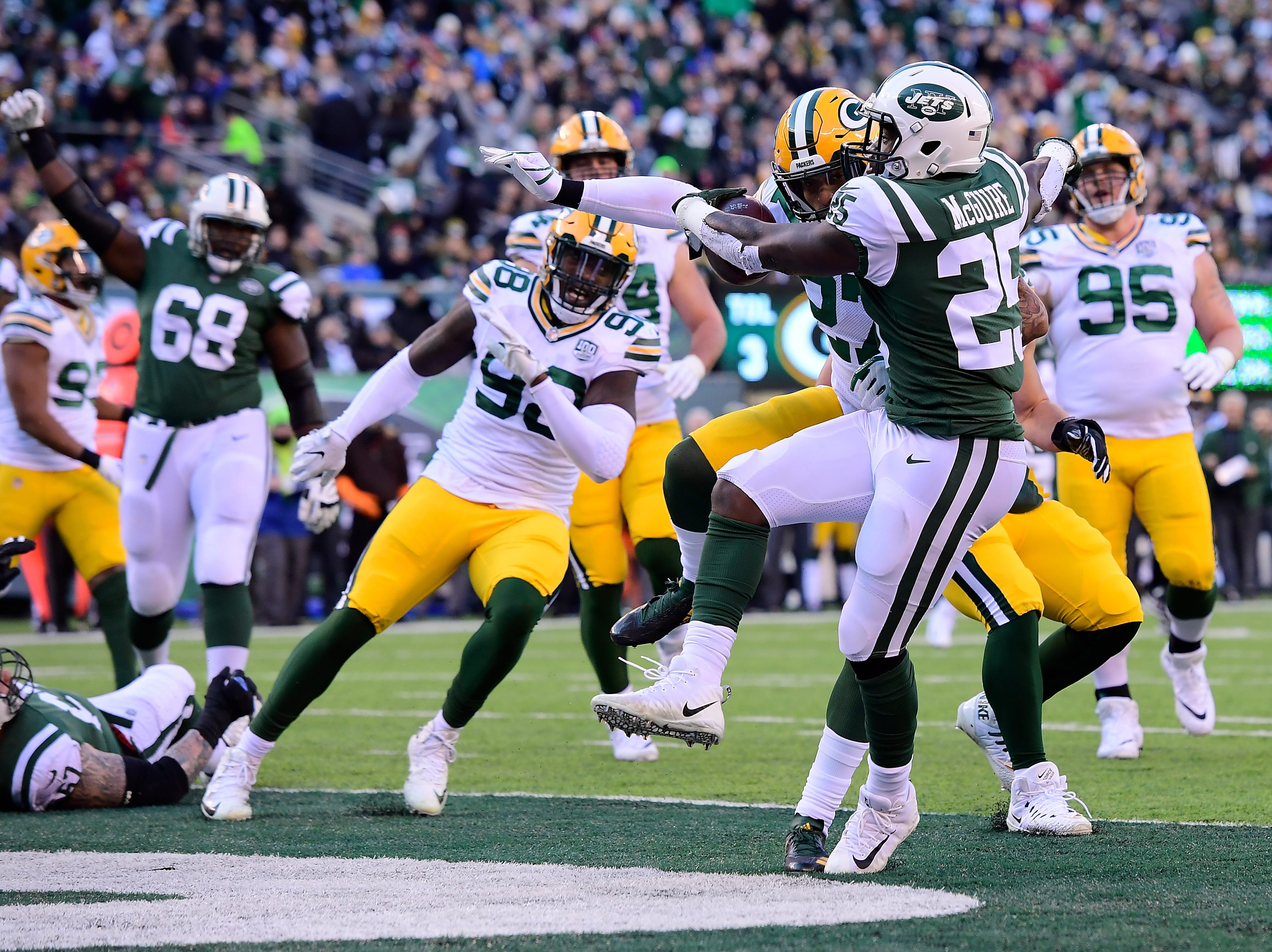 Elijah McGuire #25 of the New York Jets rushes four yards for a touchdown against the Green Bay Packers during the first quarter at MetLife Stadium on December 23, 2018 in East Rutherford, New Jersey.  (Photo by Steven Ryan/Getty Images)