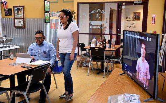Salvador Galdamez and Thais Carrero of York XL teach the final Spanish language class for their first 8-week program, Sunday, December 23, 2018. John A. Pavoncello photo