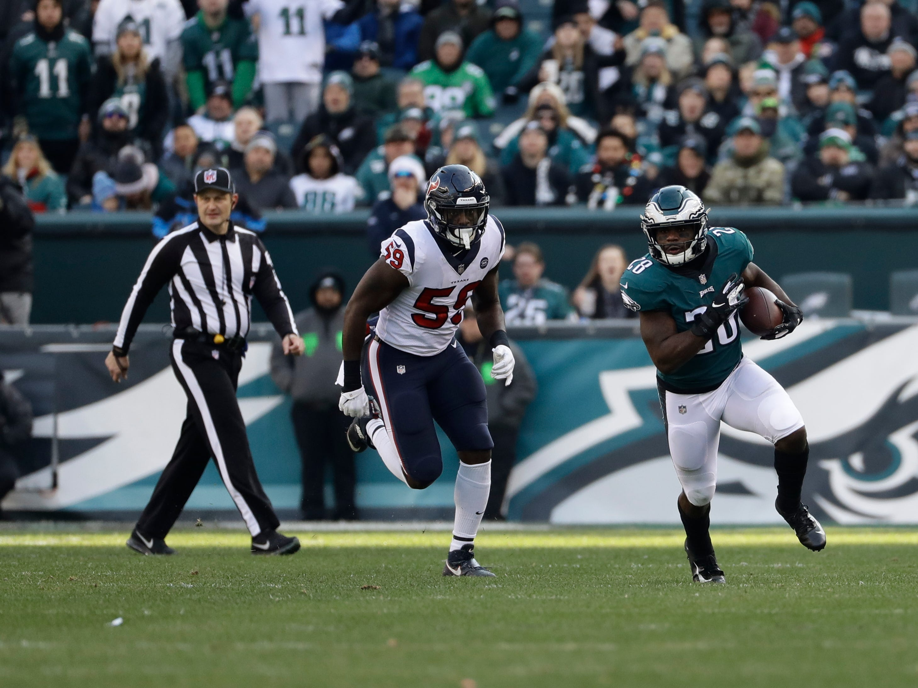 Philadelphia Eagles' Wendell Smallwood in action during the first half of an NFL football game against the Houston Texans, Sunday, Dec. 23, 2018, in Philadelphia. (AP Photo/Michael Perez)