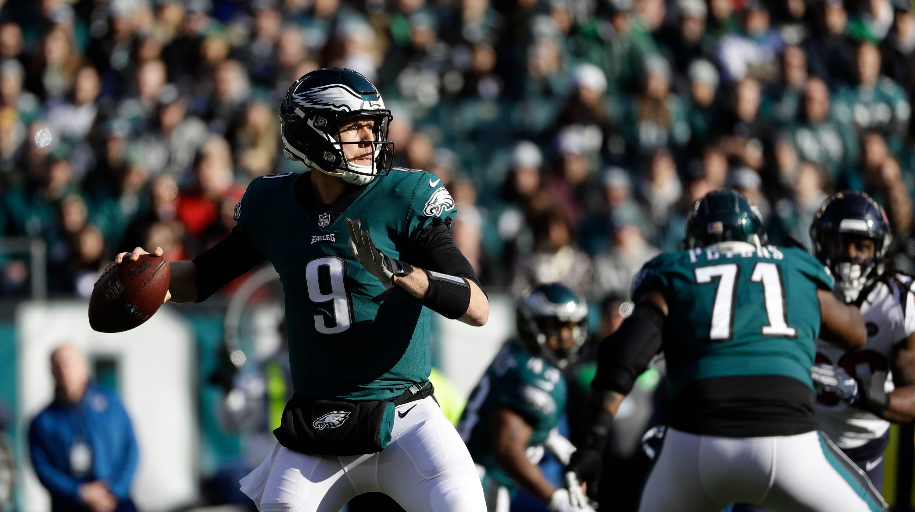 Foles overcomes ferocious hit to lead last-second rally 28b99bf81