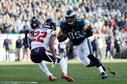 Philadelphia Eagles' Zach Ertz in action against Houston Texans' Aaron Colvin during the first half of an NFL football game, Sunday, Dec. 23, 2018, in Philadelphia. (AP Photo/Michael Perez)