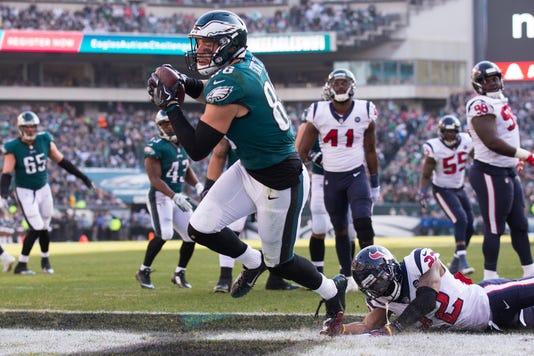 3414d448 NFL: Philadelphia Eagles nip Houston Texans to keep playoff hope alive